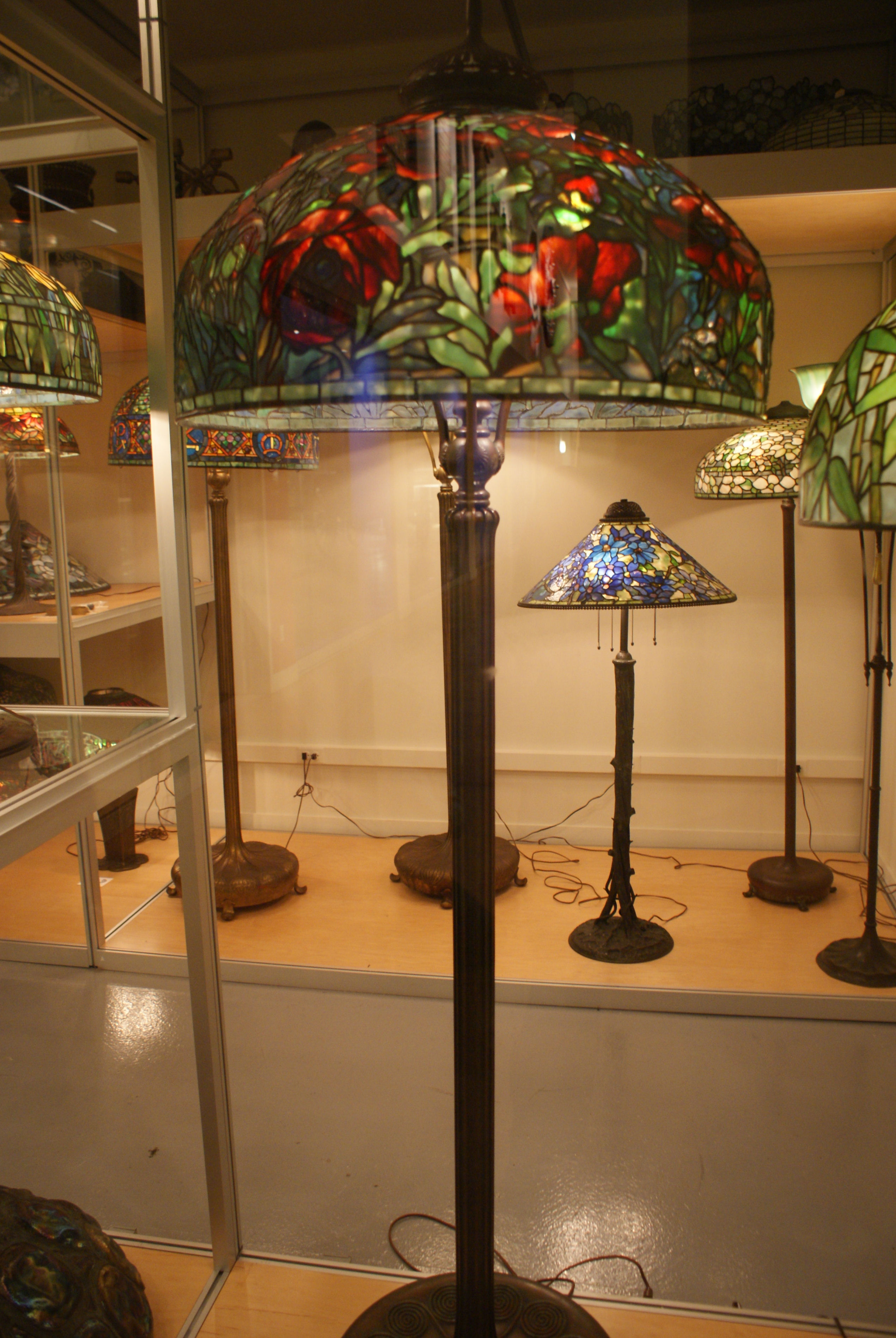 ... :WLA nyhistorical Tiffany Studios Red Oriental Poppy floor lamp.jpg
