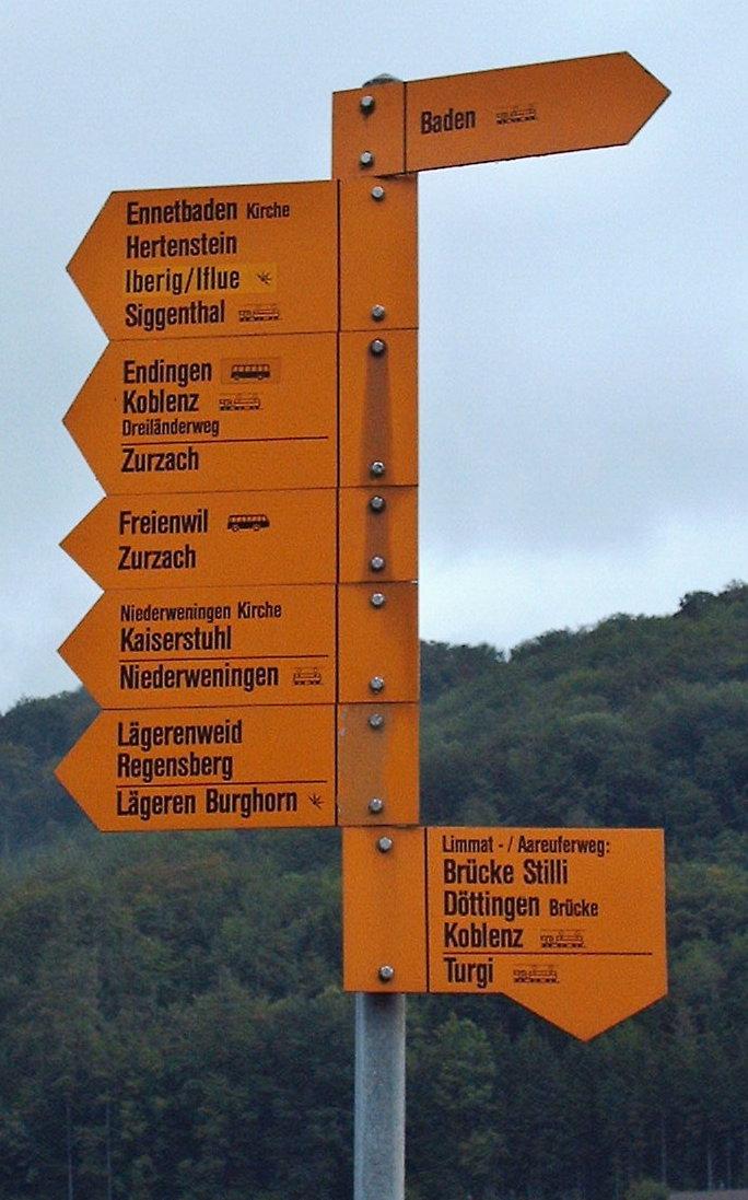 File:Wanderweg Verzweigung.jpg - Wikimedia Commons