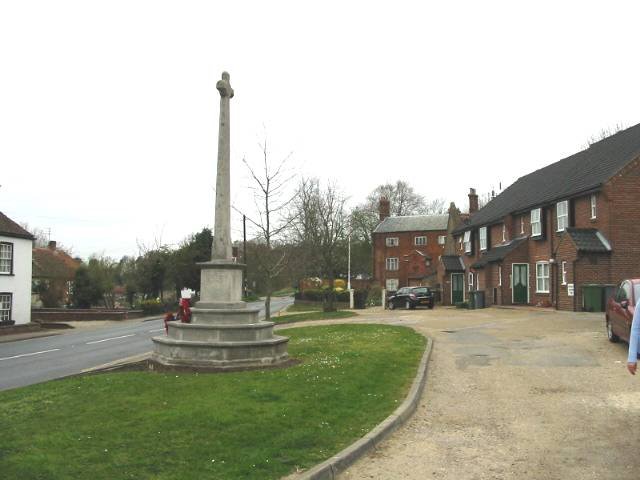 War memorial, Coltishall - geograph.org.uk - 400644