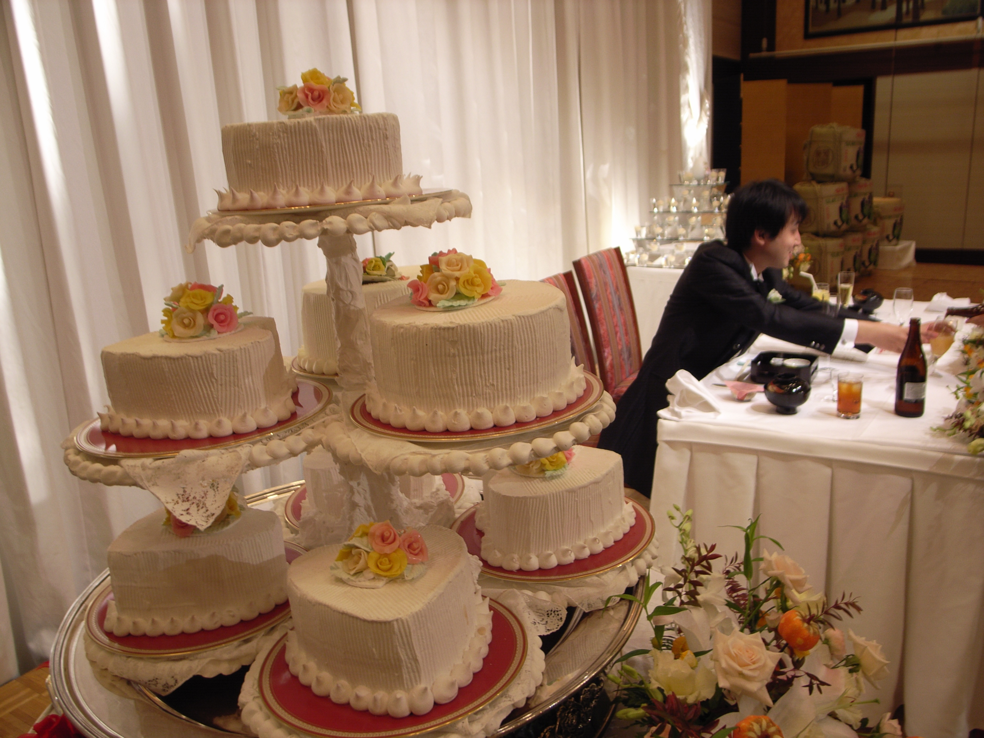 File:Wedding Cakes Japan