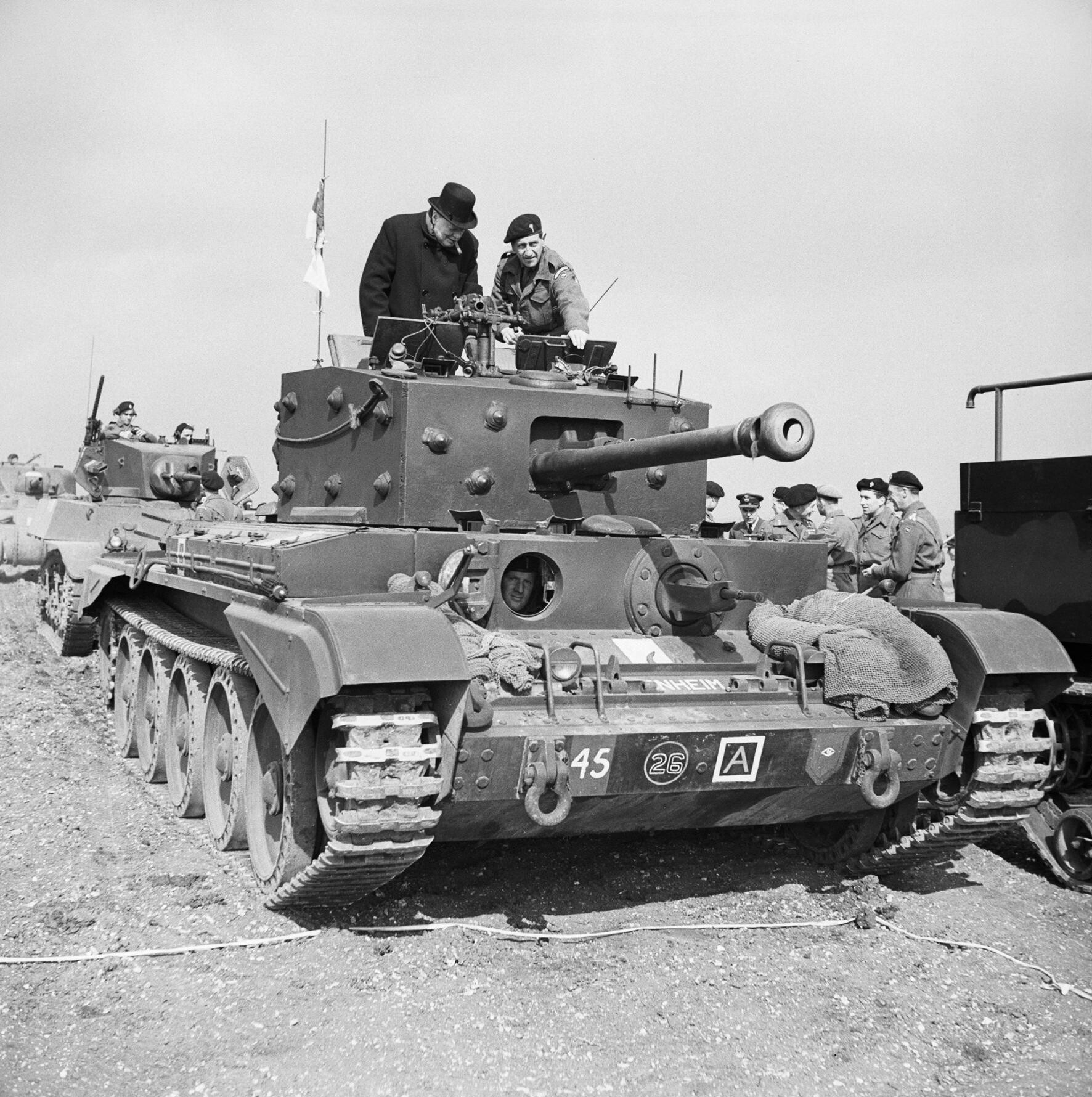 churchill_stands_on_tank_WW2