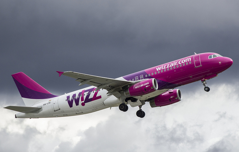 File:Wizzair taking off at Vilnius Airport.jpg