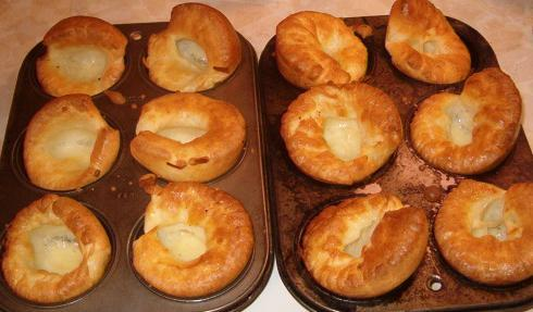 File:Yorkshire Pudding cooked in tin muffin tins 2007.6.29.JPG