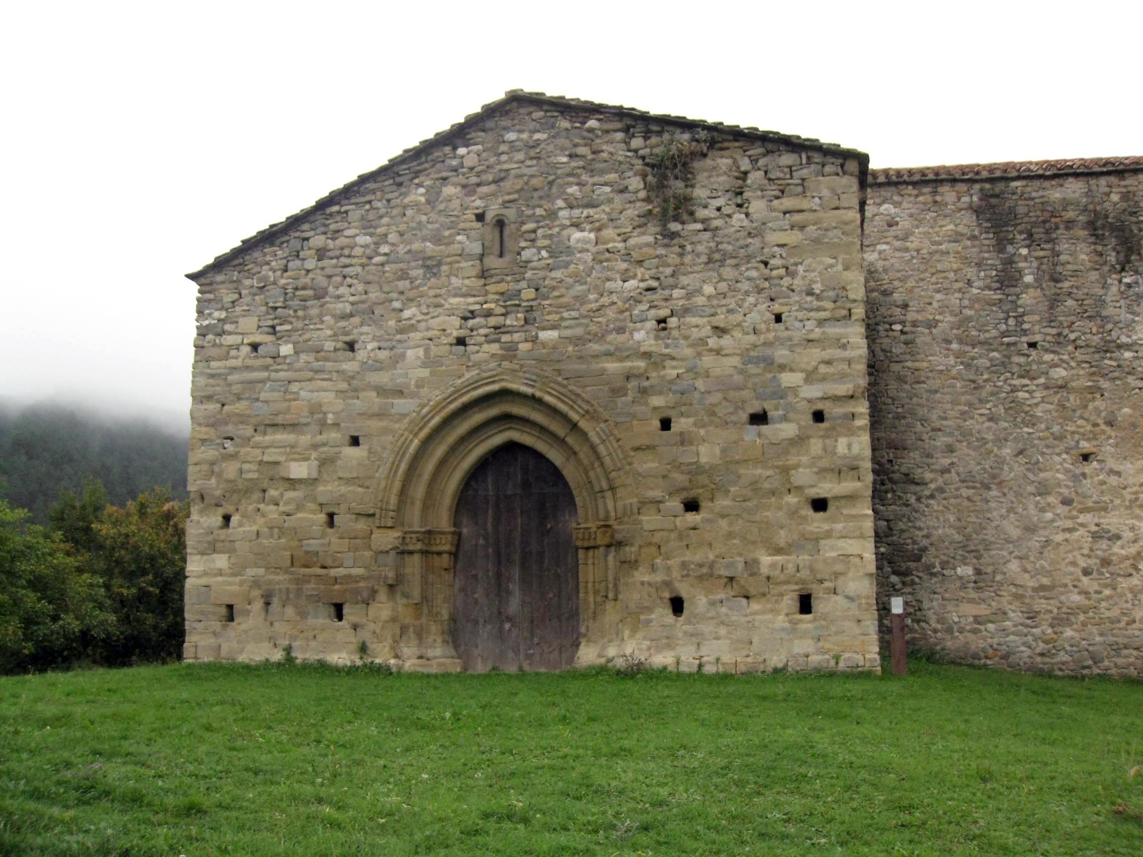 File:009 Monestir de Santa Maria de Lillet, portal gòtic.jpg - Wikimedia Commons