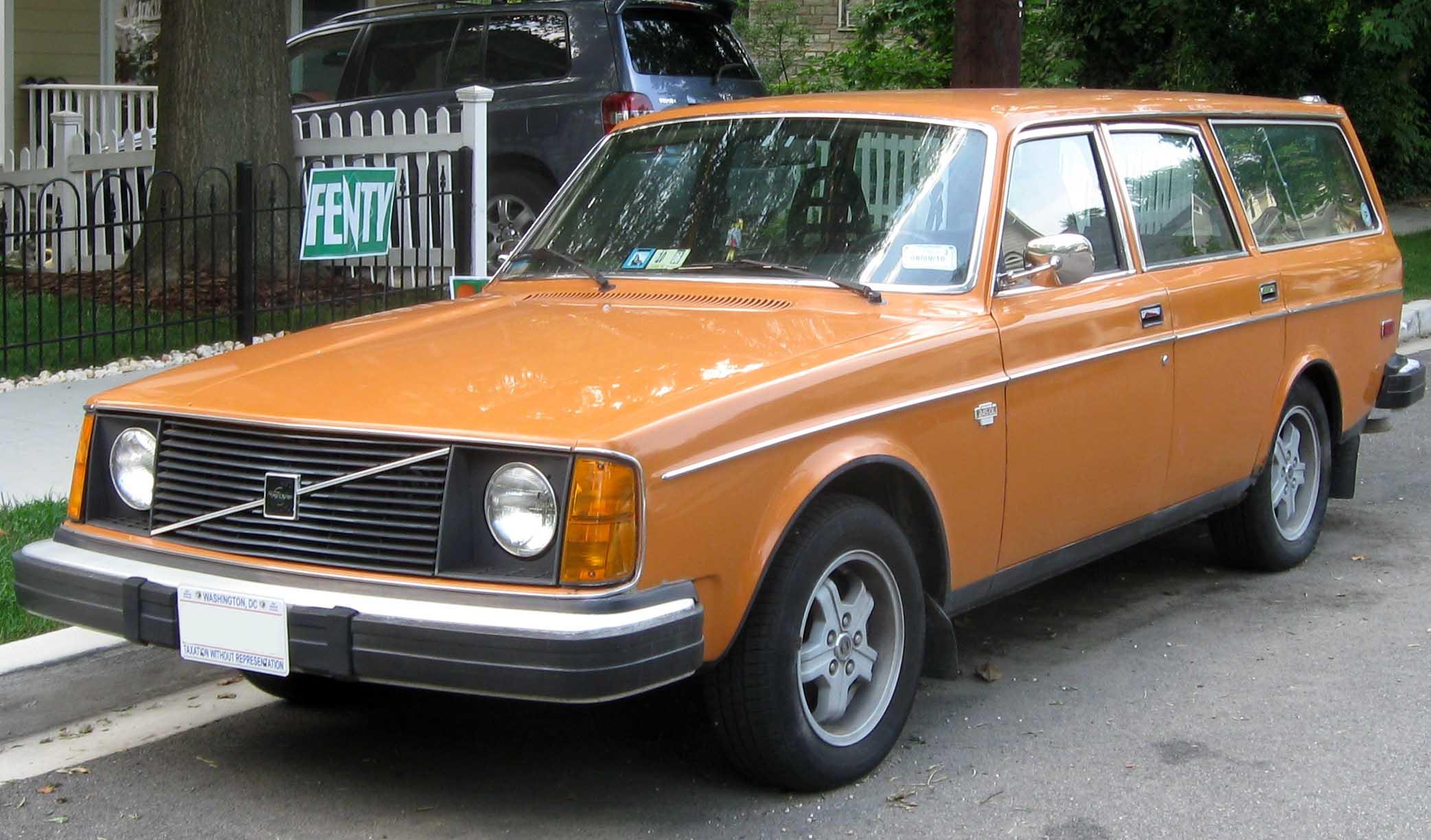 File 1975 Volvo 245 Dl Wagon Front 07 15 2010 Jpg