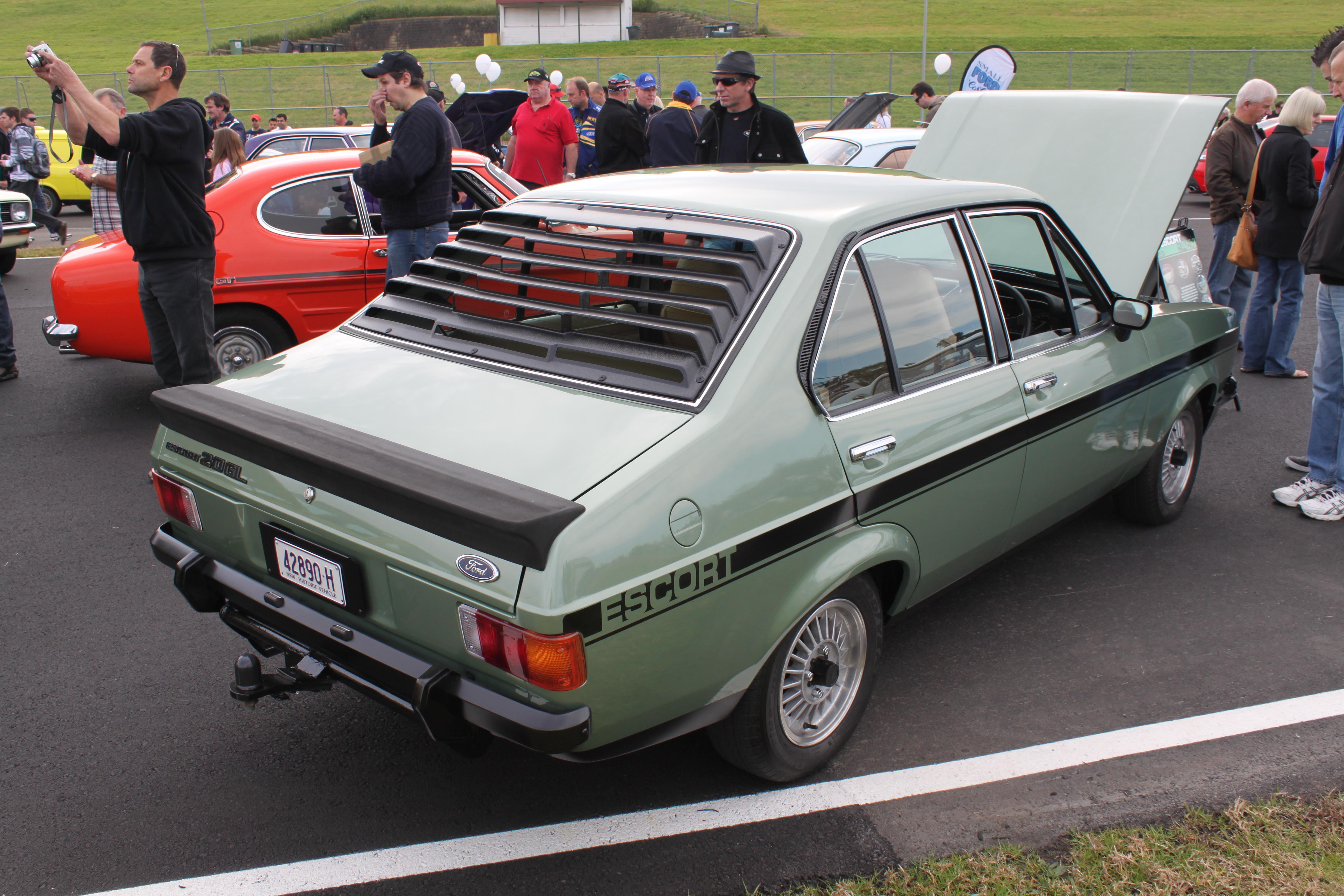 File:1978 Ford Escort (Mark II) GL Rally Pack 2.0 4-door sedan ...