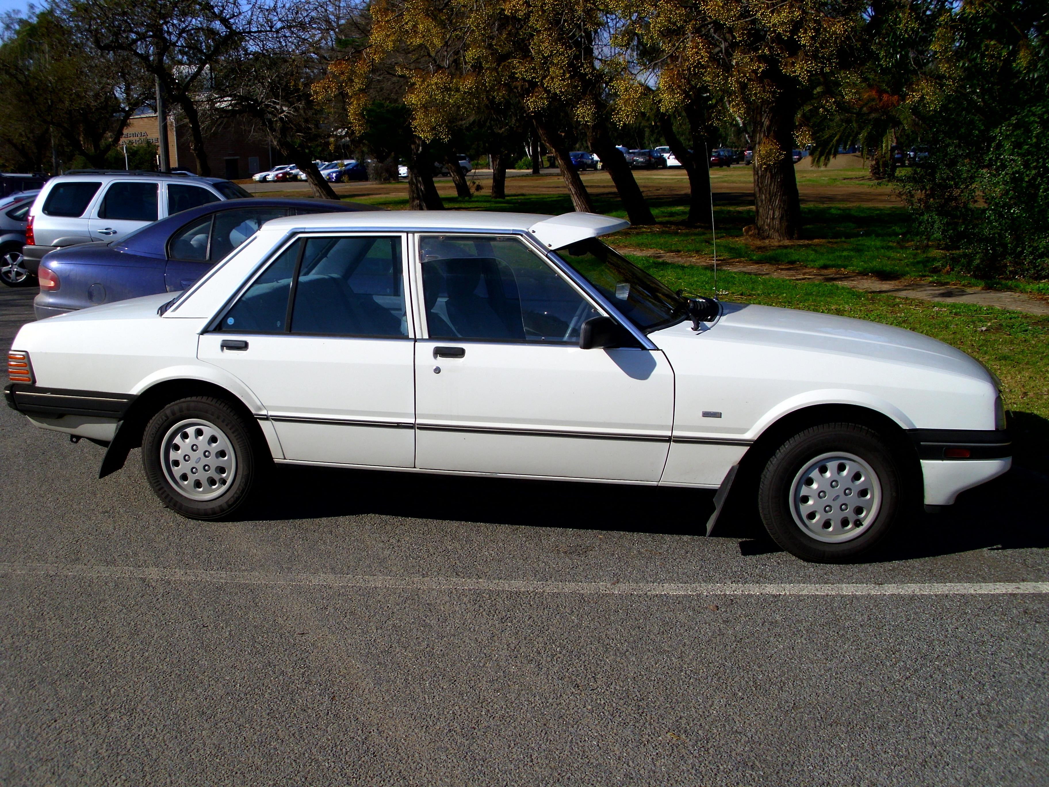 Ford Build Your Own >> File:1984-1986 Ford XF Falcon GL sedan (2).jpg - Wikimedia Commons