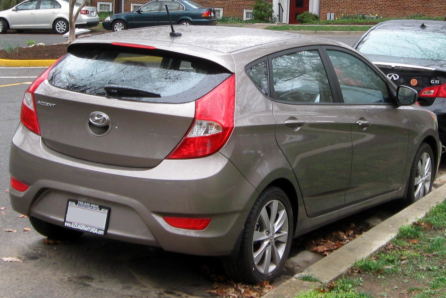 File:2012 Hyundai Accent SE Hatchback    03 21 2012.JPG