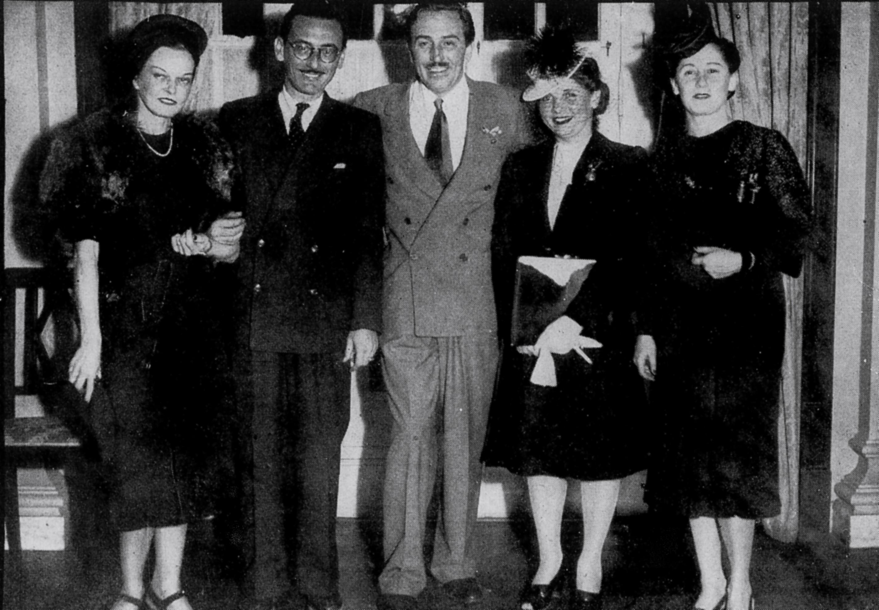 Ficheiro:Ari Barroso with Walt Disney and wife Rio de Janeiro Brazil  1942.jpg – Wikipédia, a enciclopédia livre