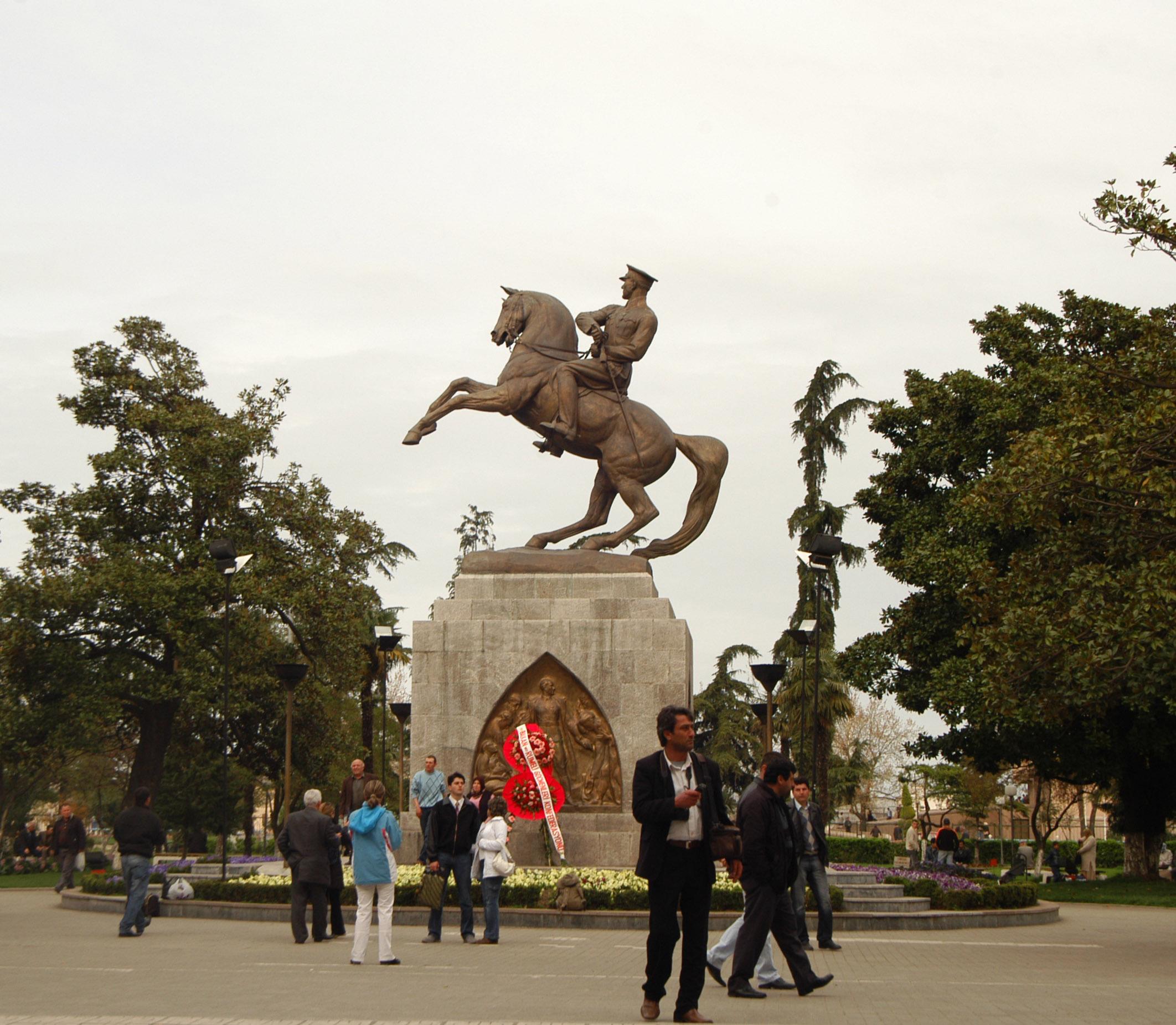 Samsunda Atatürk Anıtı ne zaman yapılmıştır?