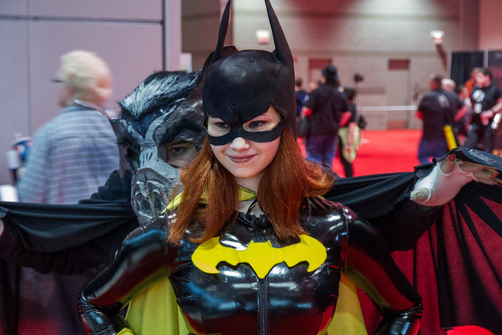 File:Batgirl with bat at C2E2 2013 (8707836513).jpg - Wikimedia Commons