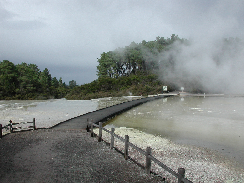 http://upload.wikimedia.org/wikipedia/commons/6/60/Boardwalk_across_sinter_terrace_at_Wai-O-Tapu.jpg