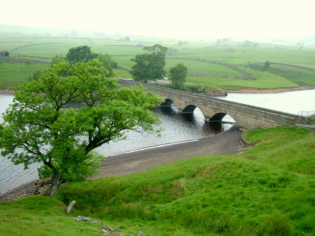 Bridge at Head of Grassholme Reservoir - geograph.org.uk - 623681