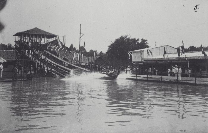 COLLECTIE TROPENMUSEUM Waterglijbaan op een tentoonstelling in Medan TMnr 60039679 Foto   Foto Orang Indonesia di Tahun 1908