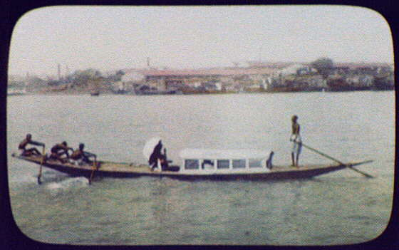 Calcutta - 3 oarsmen pulling long, narrow passenger boat LCCN2004707779.jpg
