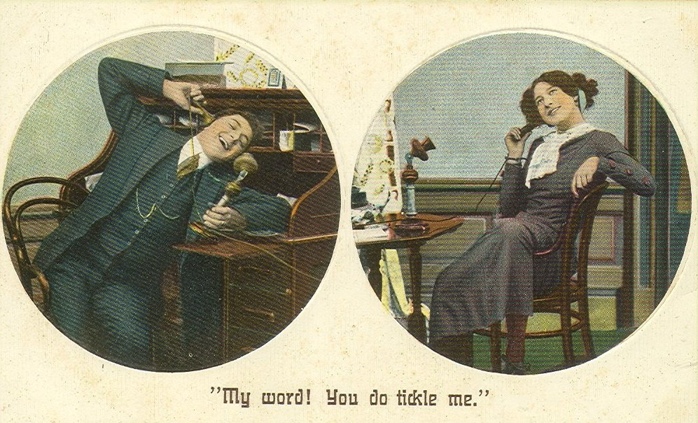 Alte Postkarte zwei Telefonierende - Quelle: Wikimedia