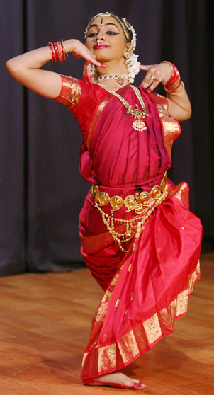 Classical-indian-dancer-bharatanatyam-sridevinrithyalaya-8