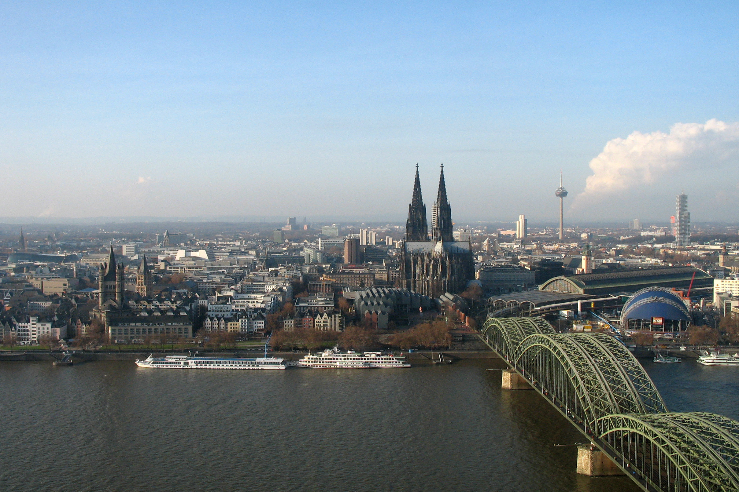File:Cologne panorama....