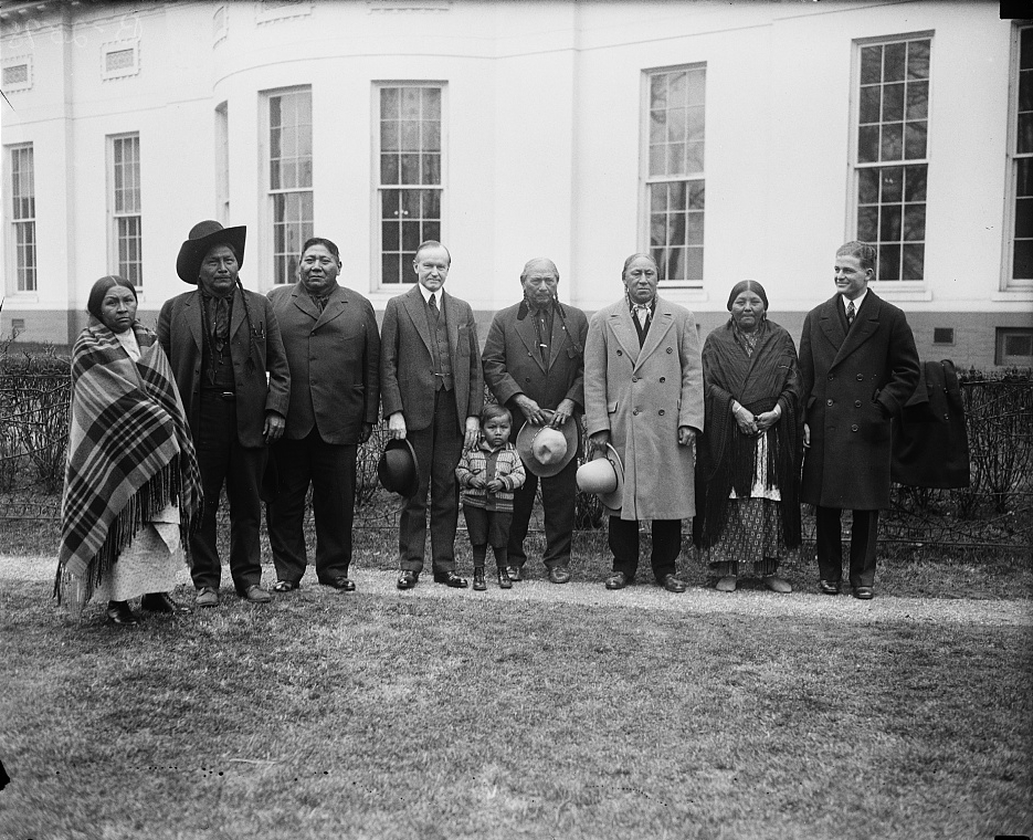 File:Coolidge receives group of Comanche Indians.jpg - Wikimedia ...