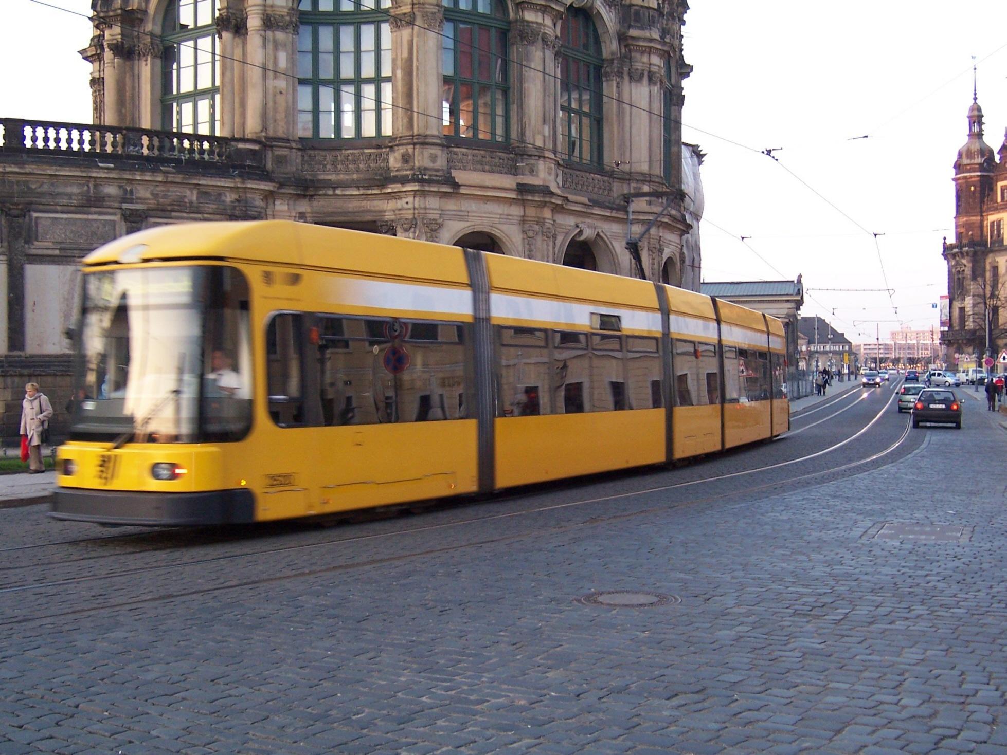 Straßenbahn (Tram) in der Dresdner Altstadt