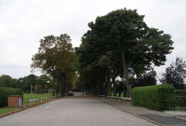 Entrance to Pontefract Park - geograph.org.uk - 577016