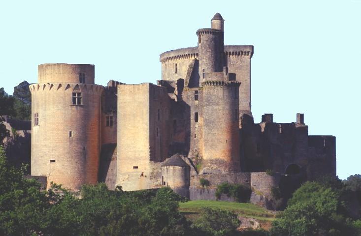 Le château de Bonaguil est situé en France, sur la commune de Saint-Front-sur-Lémance en Lot-et-Garonne à la charnière du Périgord et du Quercy, mais il est la propriété de la commune de Fumel. Le château est classé monument historique le 18 avril 1914, la chapelle le 12 avril 19631.