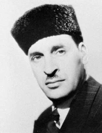 http://upload.wikimedia.org/wikipedia/commons/6/60/Ferhat_Abbas_-_algerischer_Staatspr%C3%A4sident.jpg