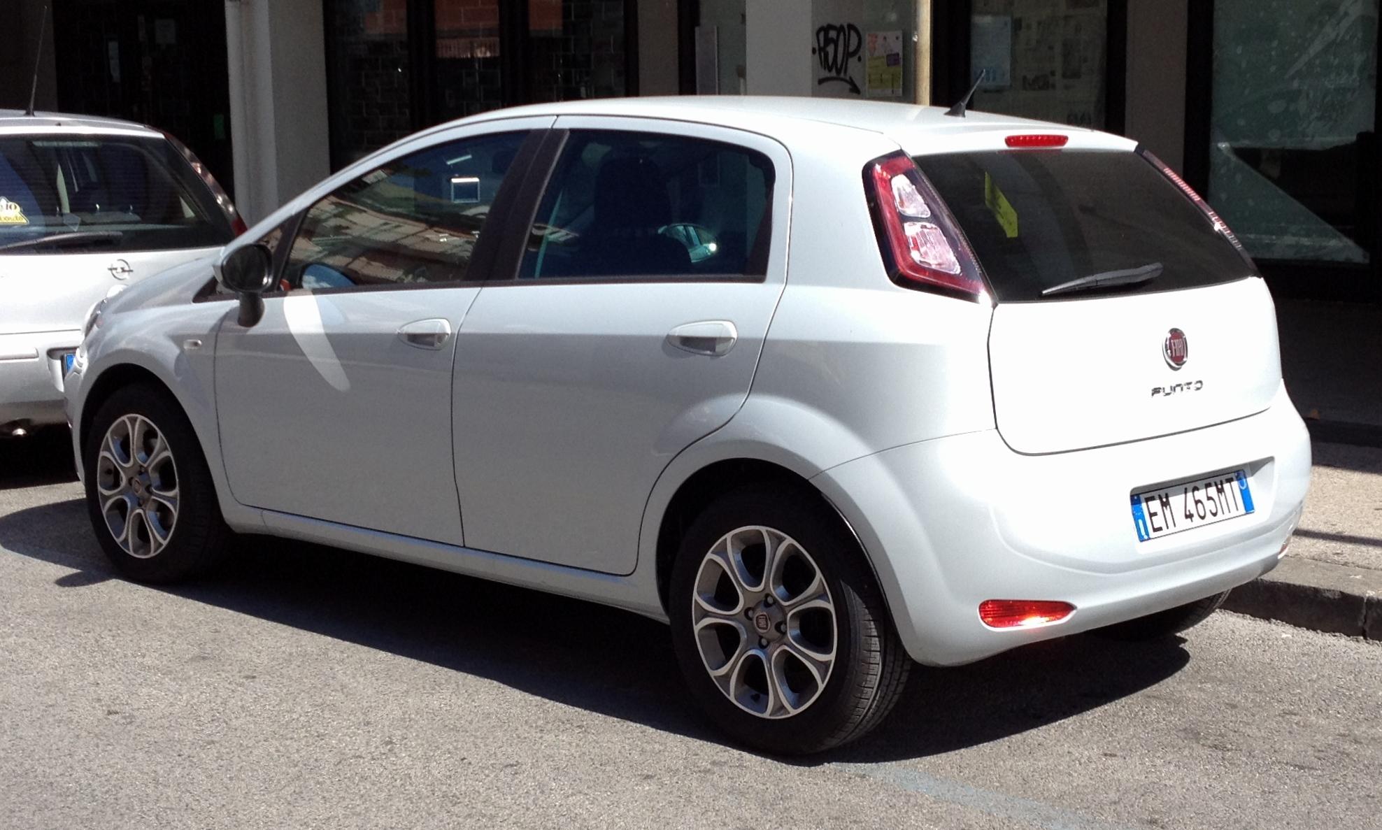 File:Fiat Punto 2012 5door rear.JPG - Wikimedia Commons