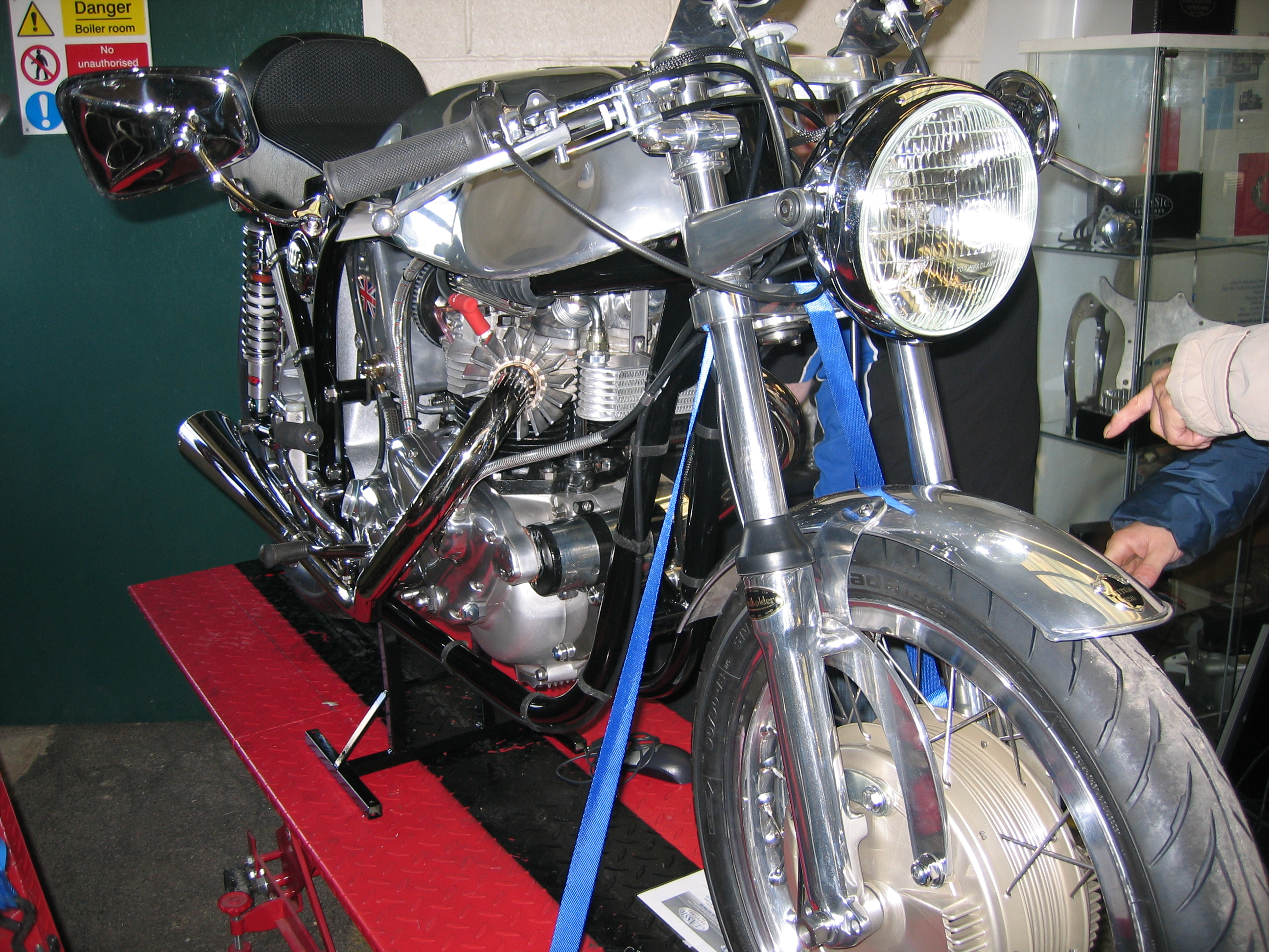 File Flickr Ronsaunders47 The Triton Classic Cafe Racer Jpg Wikimedia Commons