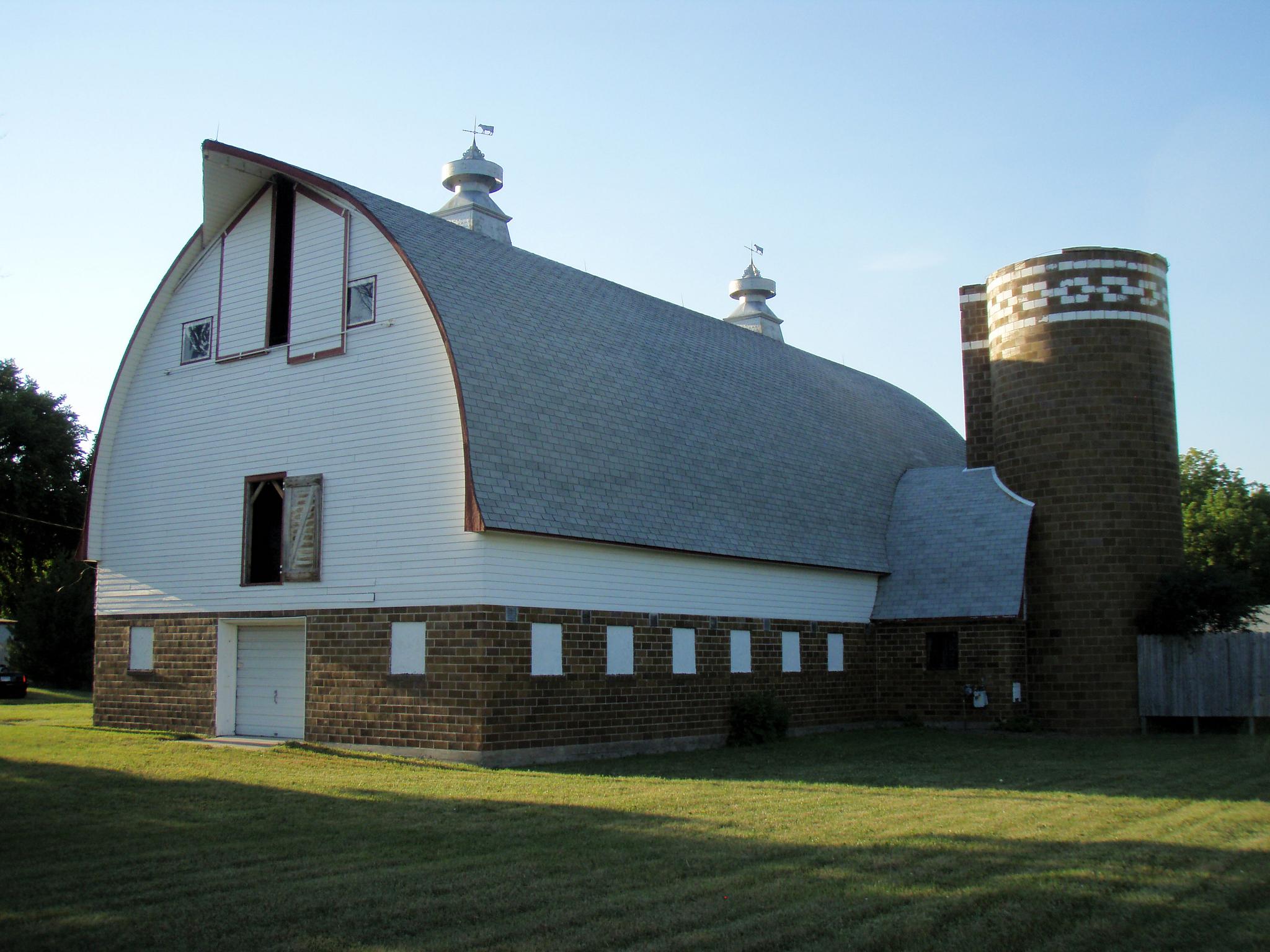 Gambrell Roof File Goodrich Ramus Barn Jpg Wikimedia Commons