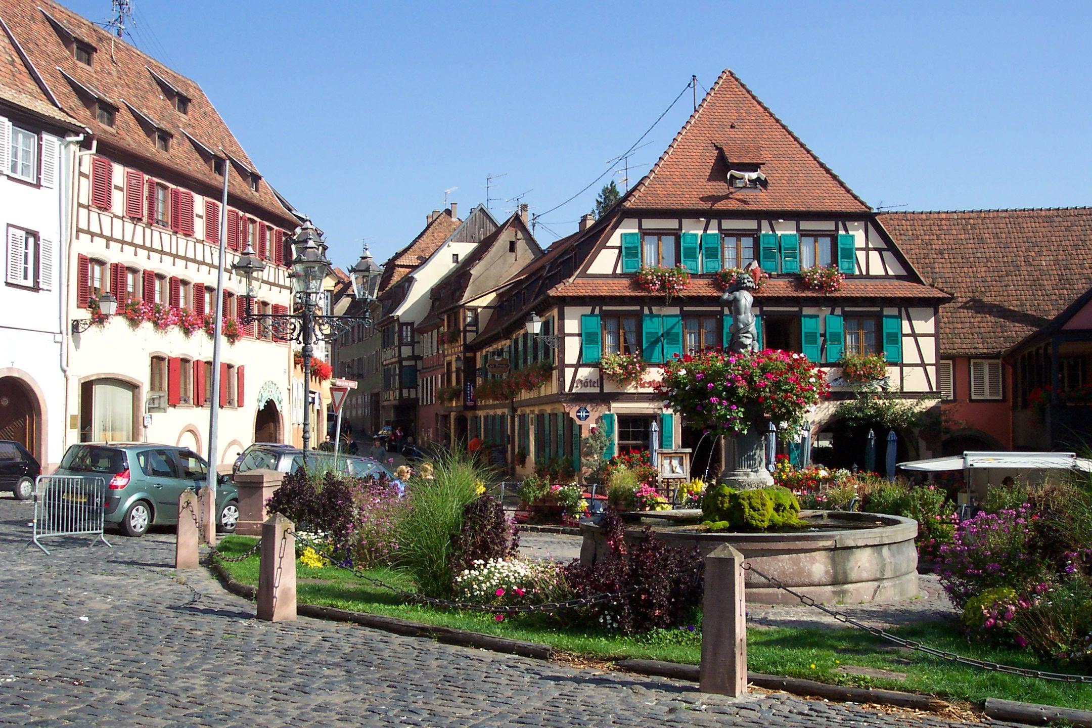 Obernai Hotel Restaurant Cheminee Faience Chat