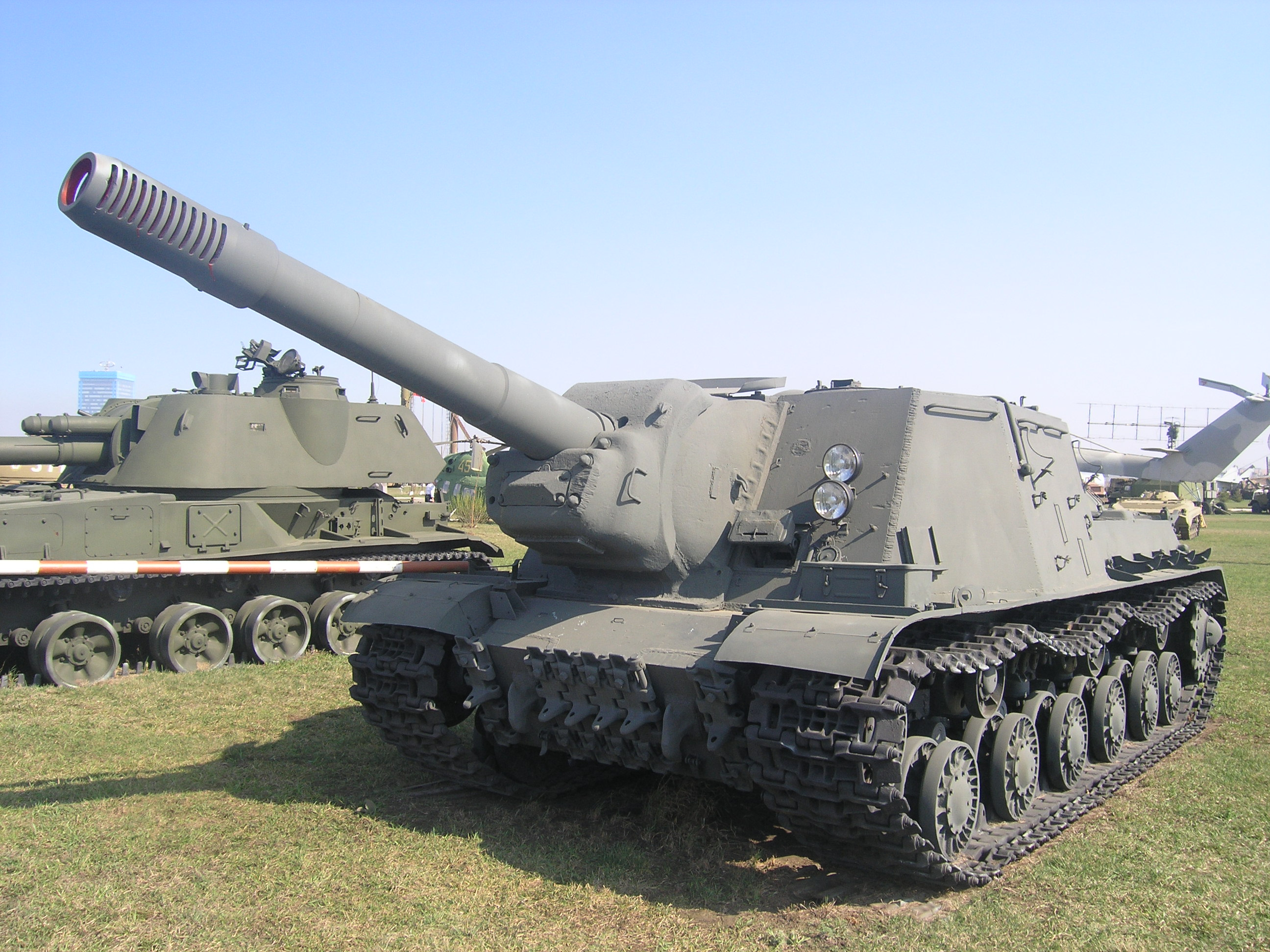 Файл:ISU-152 in technical museum in Togliatti.JPG