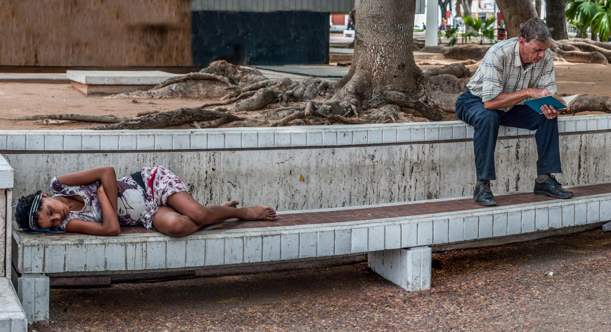 Risultati immagini per immagine di indifferenza della gente