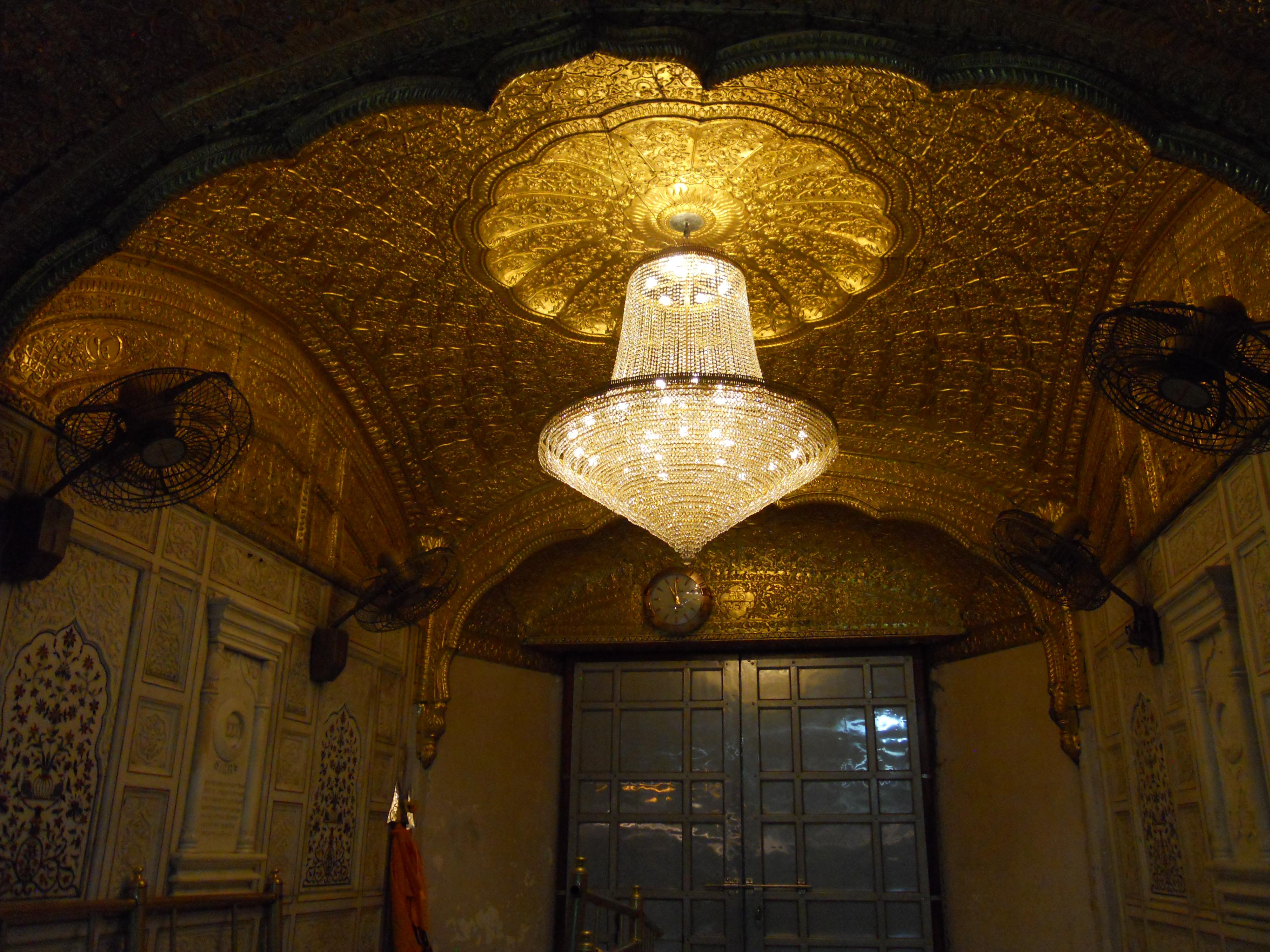 File inside golden temple amritsar jpg wikimedia commons for Temple inside home designs