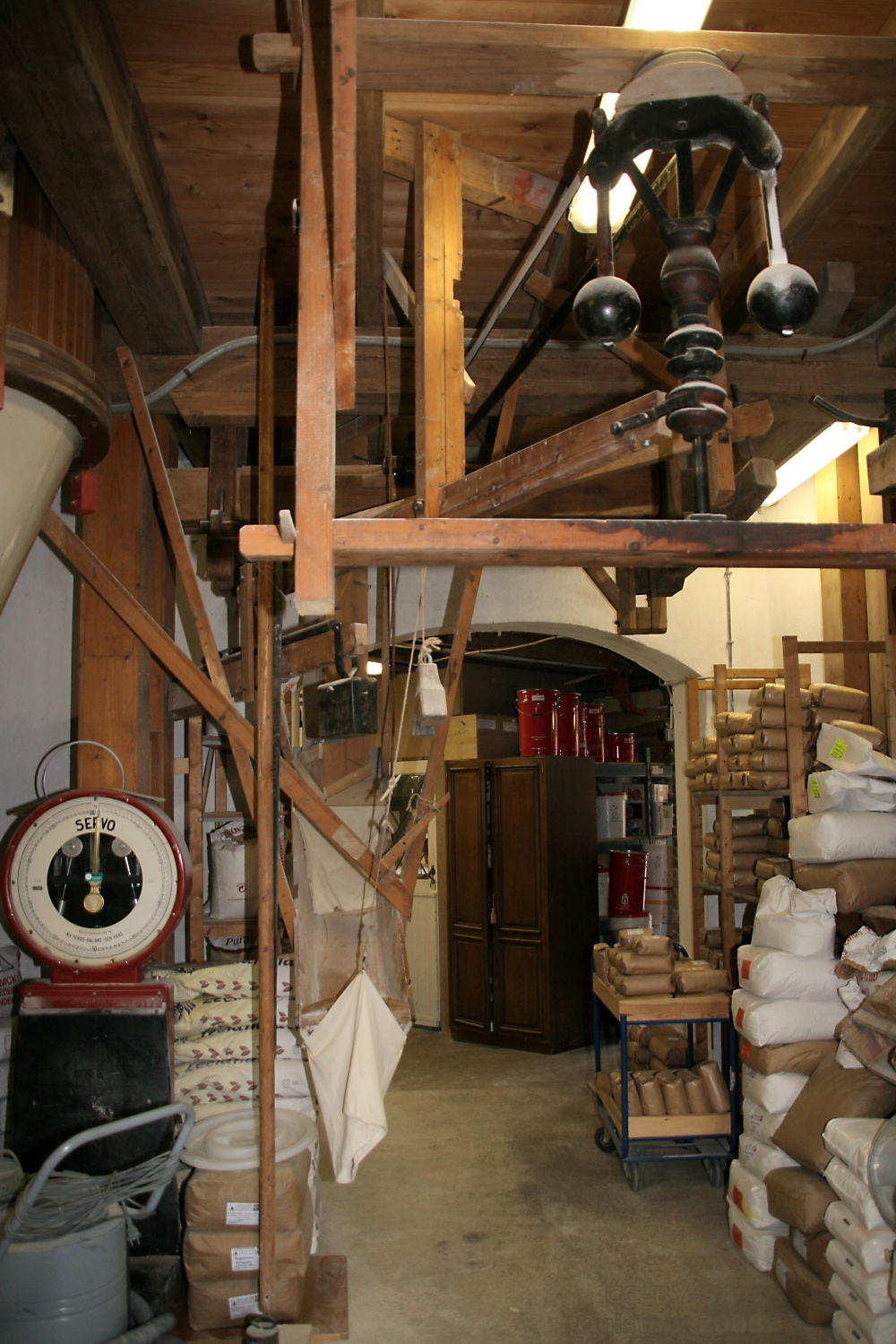 File:Klarenbeek - molen De Hoop - interieur 1.jpg - Wikimedia Commons
