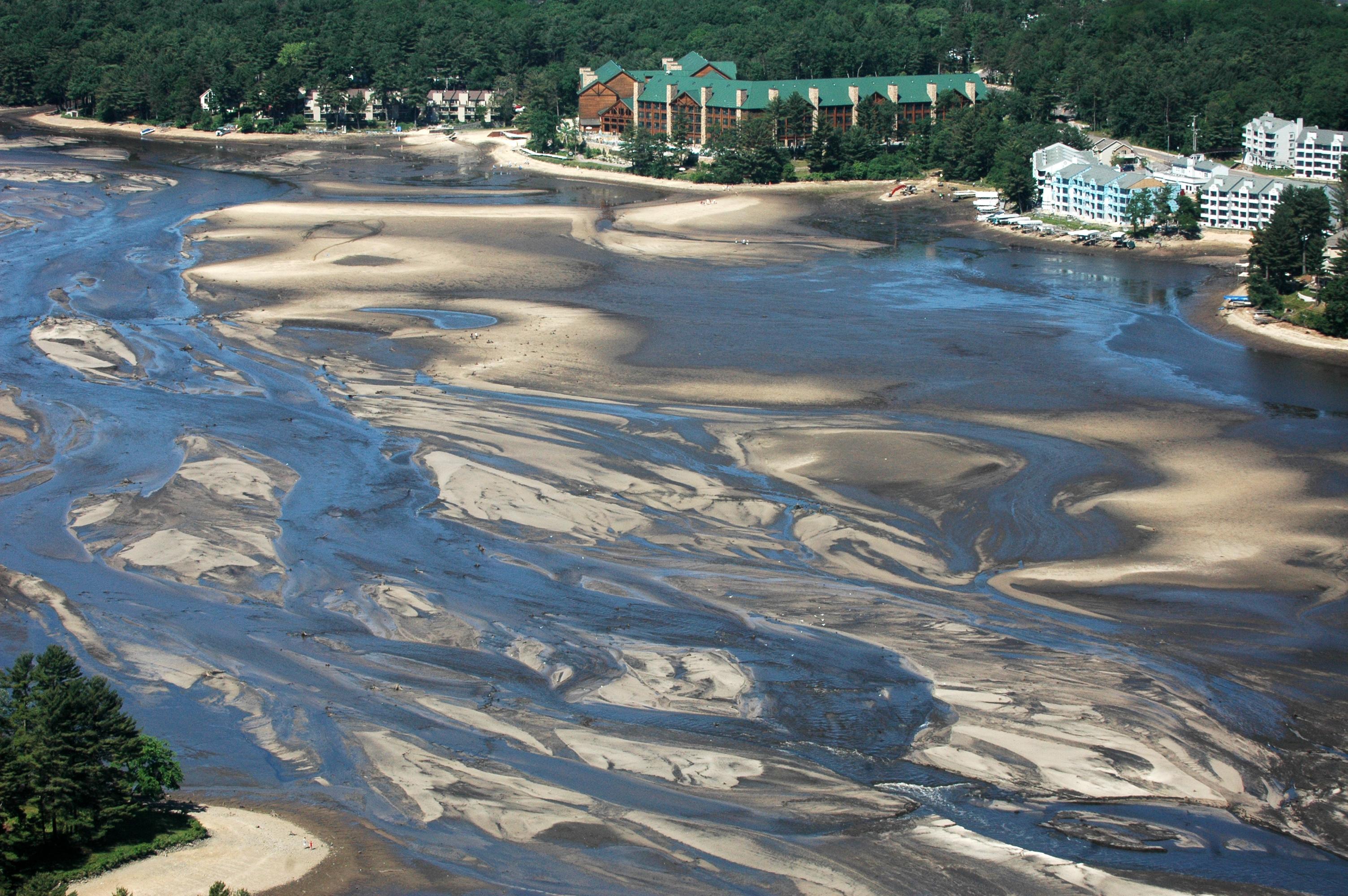 Lake Delton (WI) United States  city photos : Lake Delton drained FEMA aerial image Wikimedia Commons