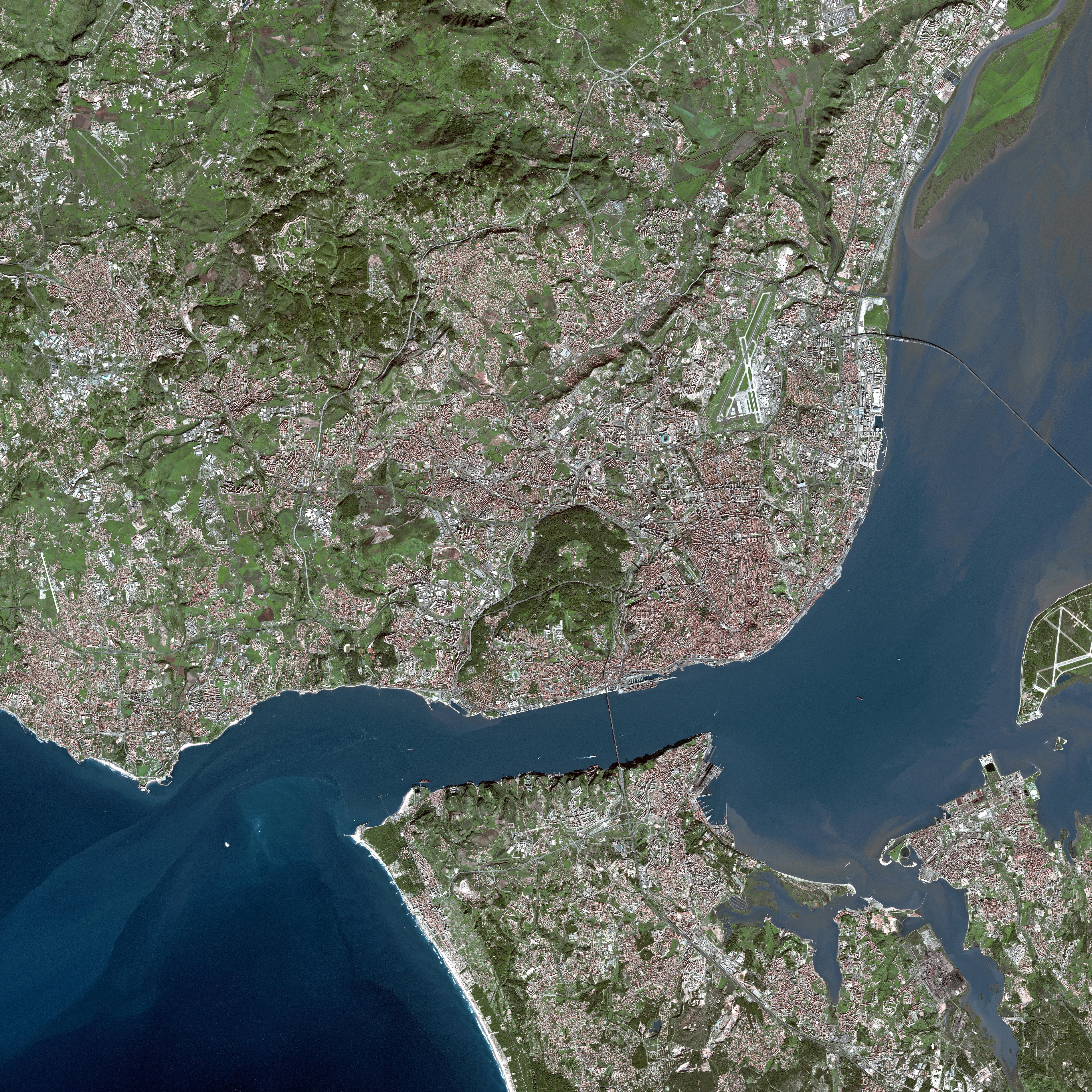 View of the Lisbon metropolitan area, with the Portuguese Riviera to the west of Lisbon and the Setúbal Peninsula south of the Tagus River.