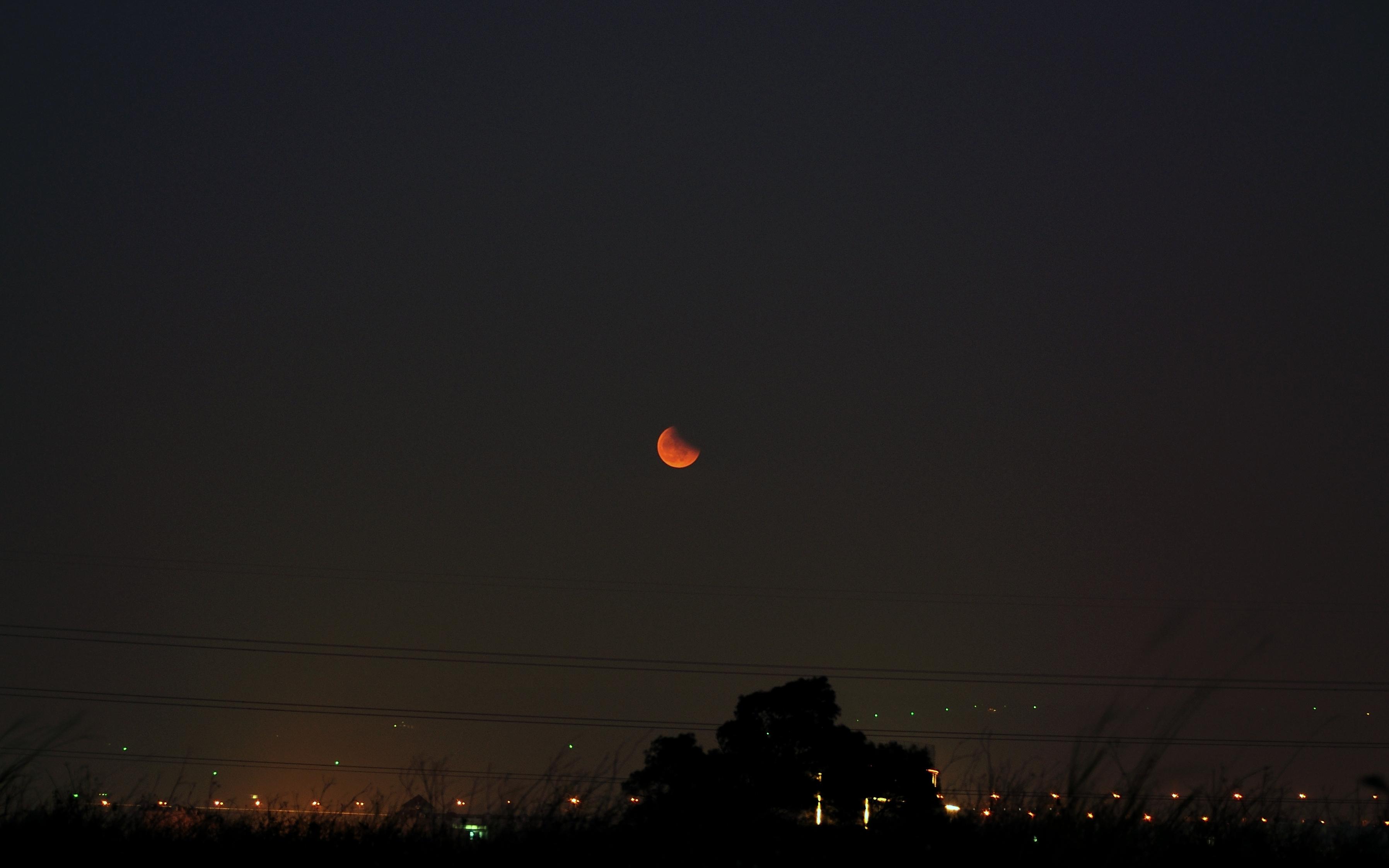 be44e91c9167 File Lunar eclipse in Longjing township of taiwan.JPG - Wikimedia ...