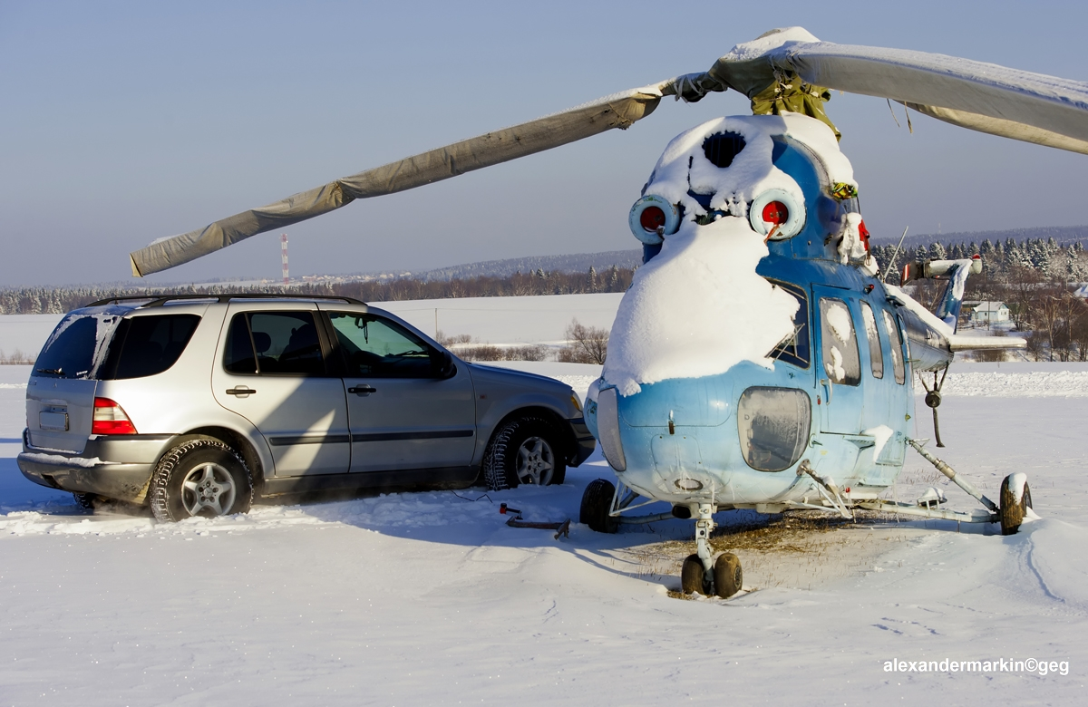 File mercedes ml 320 and helicopter mi 2 12030785274 for Mercedes benz helicopter price