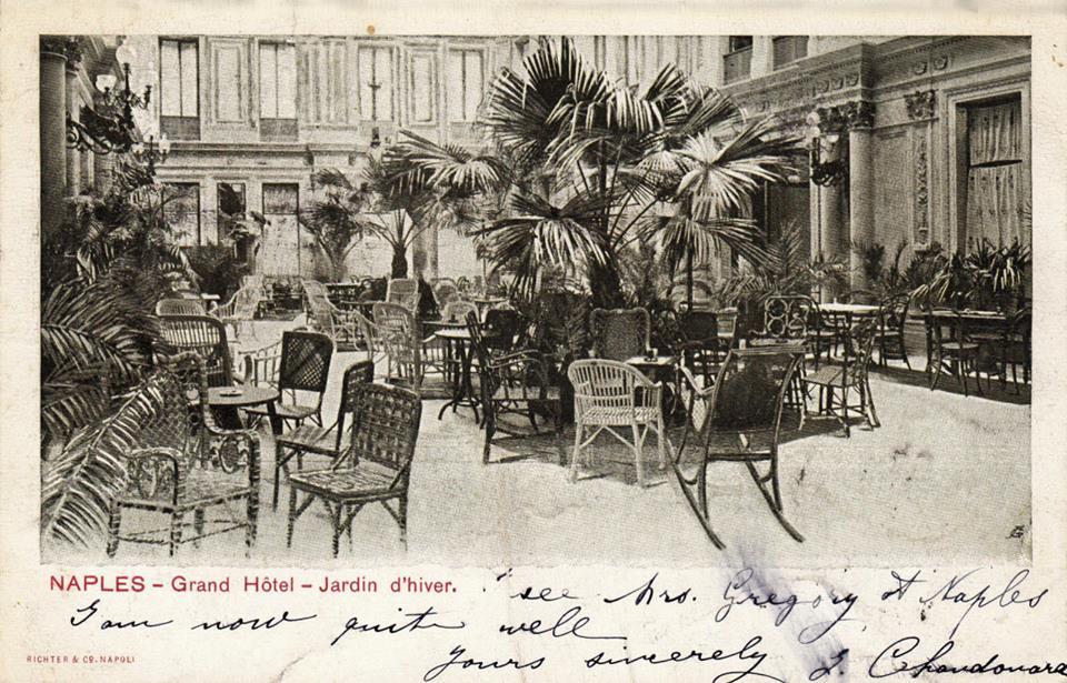 D'époque : Jardin d'hiver du Grand Hôtel à Naples.