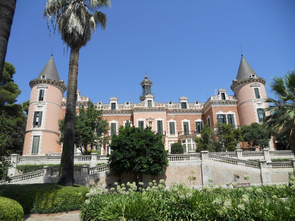 Palau de les heures viquip dia l 39 enciclop dia lliure for Jardines del palau