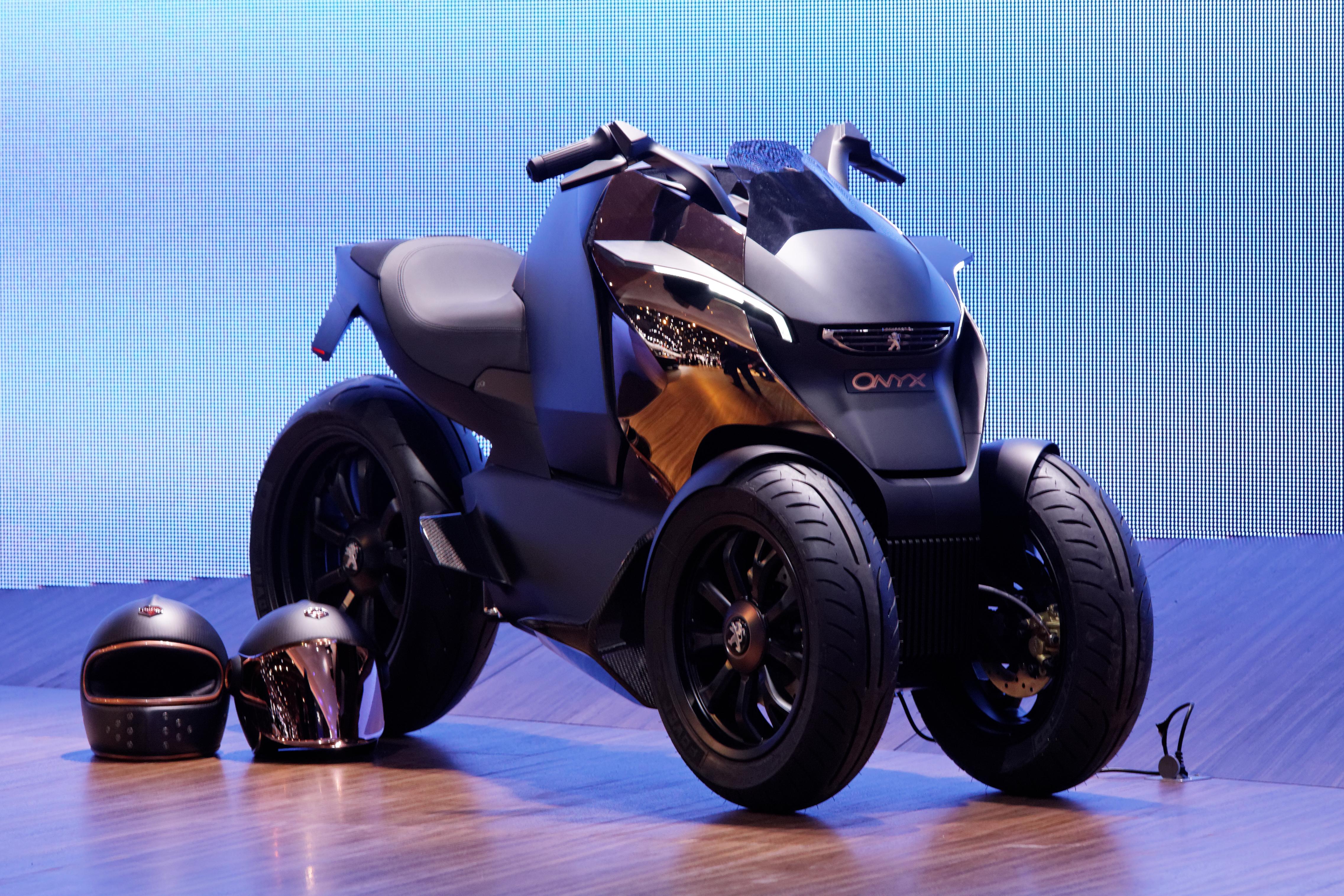 File peugeot concept scooter onyx mondial de l for Garage scooter peugeot paris