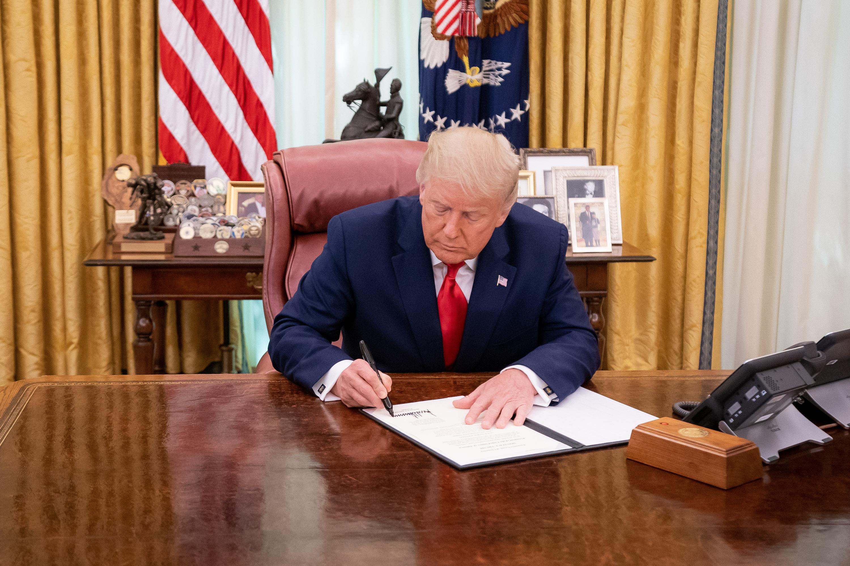 trump signing pardons