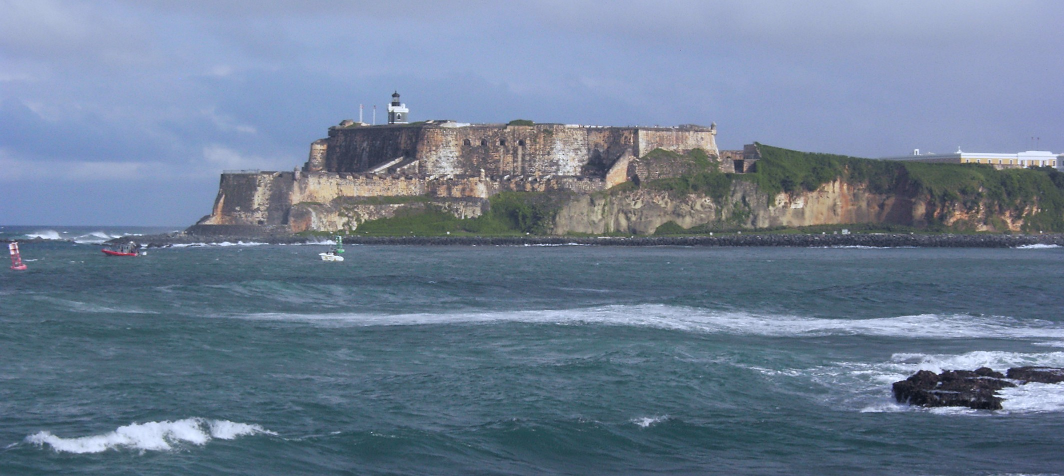 http://upload.wikimedia.org/wikipedia/commons/6/60/San_Felipe_del_Morro_view_across_bay.jpg