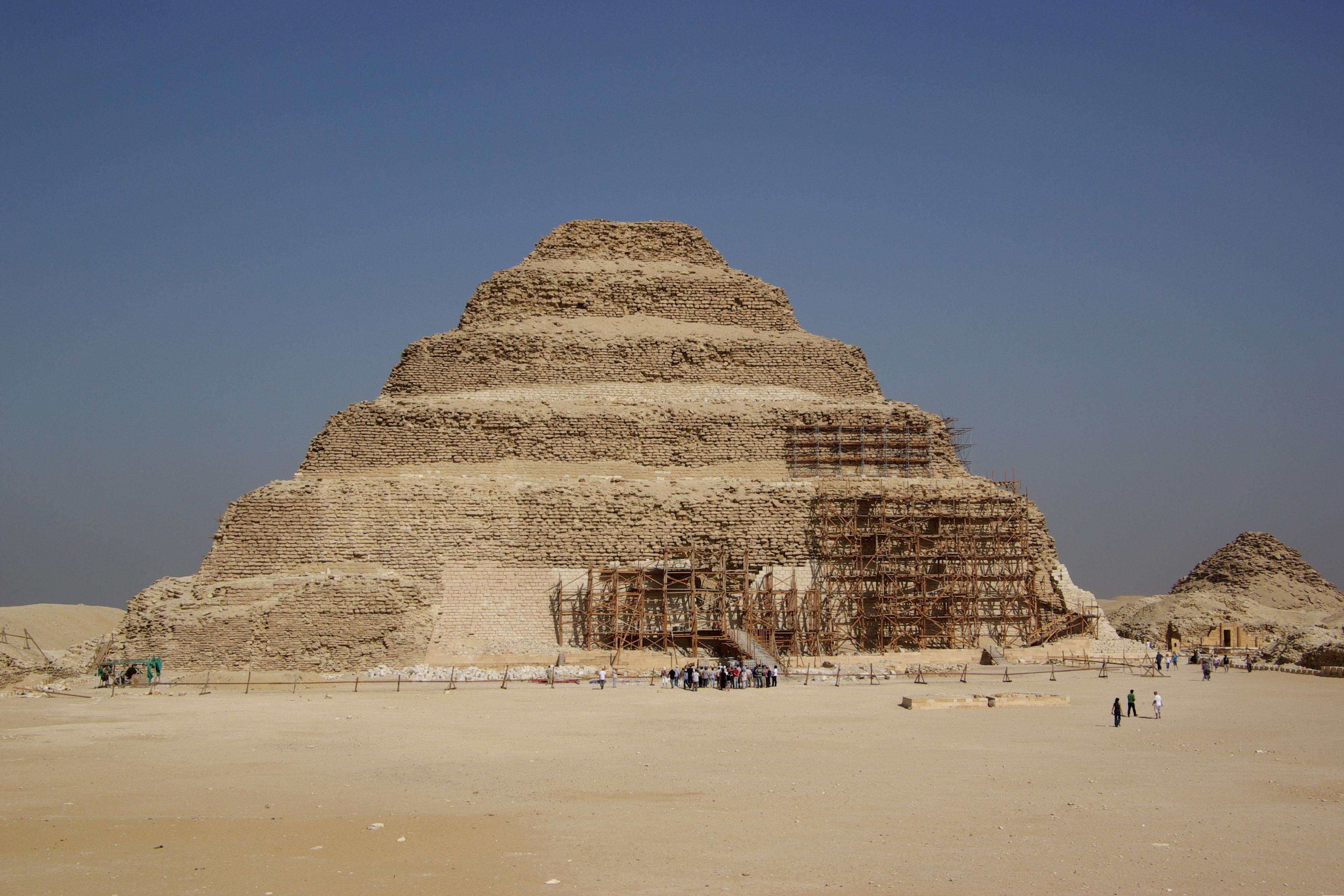 Stupňovitá pyramída v Sakkáre – Wikipédia