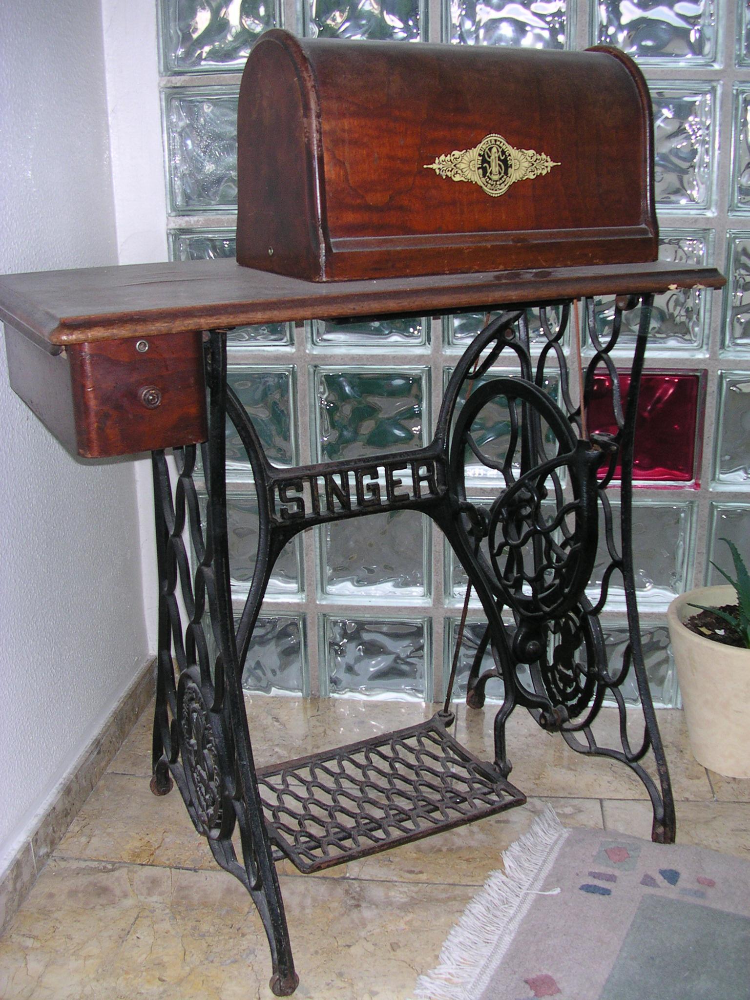 datei singer n hmaschine mit tisch wikipedia. Black Bedroom Furniture Sets. Home Design Ideas