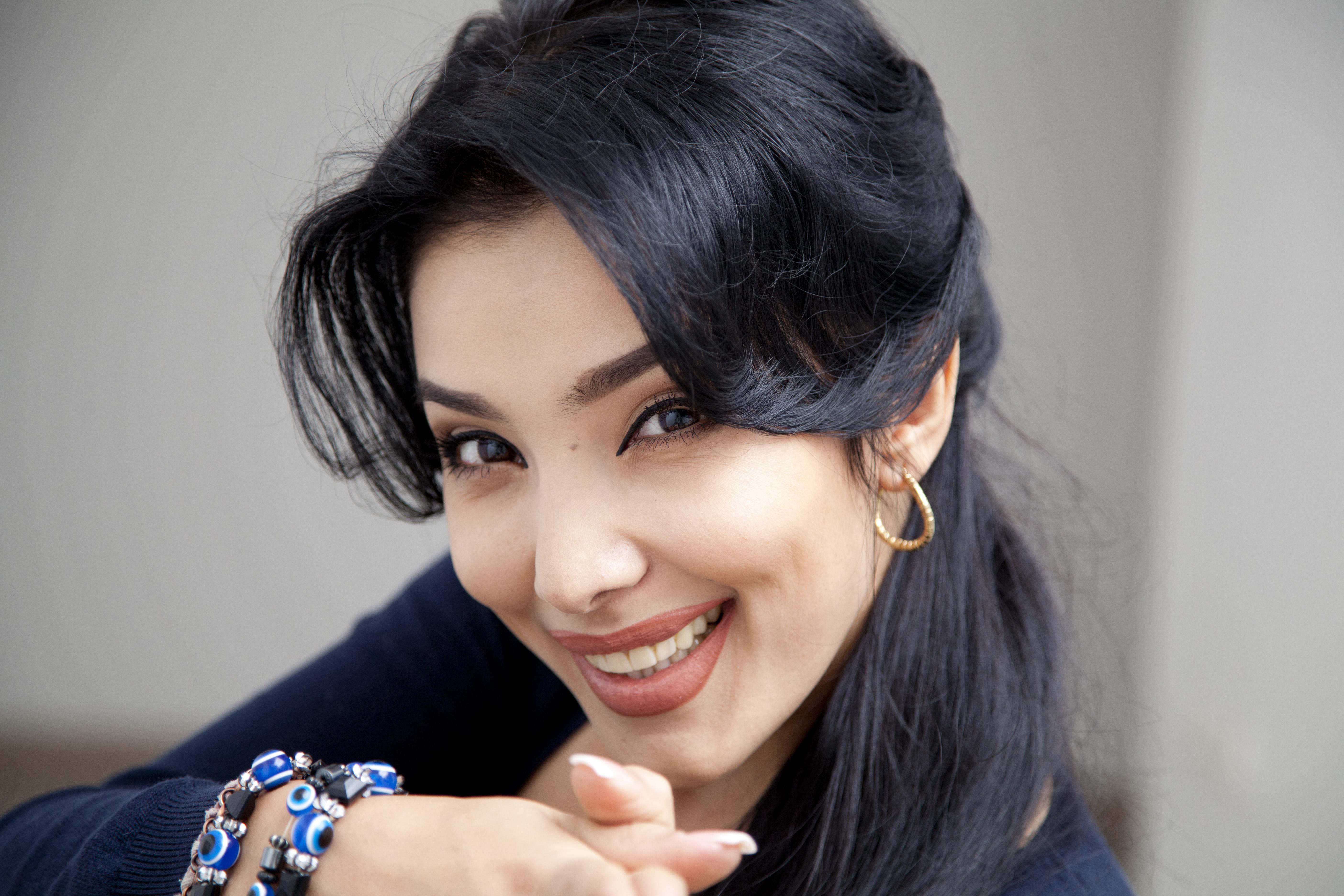Смотреть фото красивых узбекских девушек рукой основание