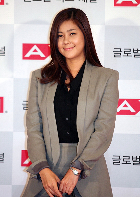 solbi dating Min kyung-hoon (hangul: 민경훈 born october 6, 1984) is a south korean singerhe is the lead vocalist of the band buzzhis first solo album, im res ive, was released on december 5, 2007.