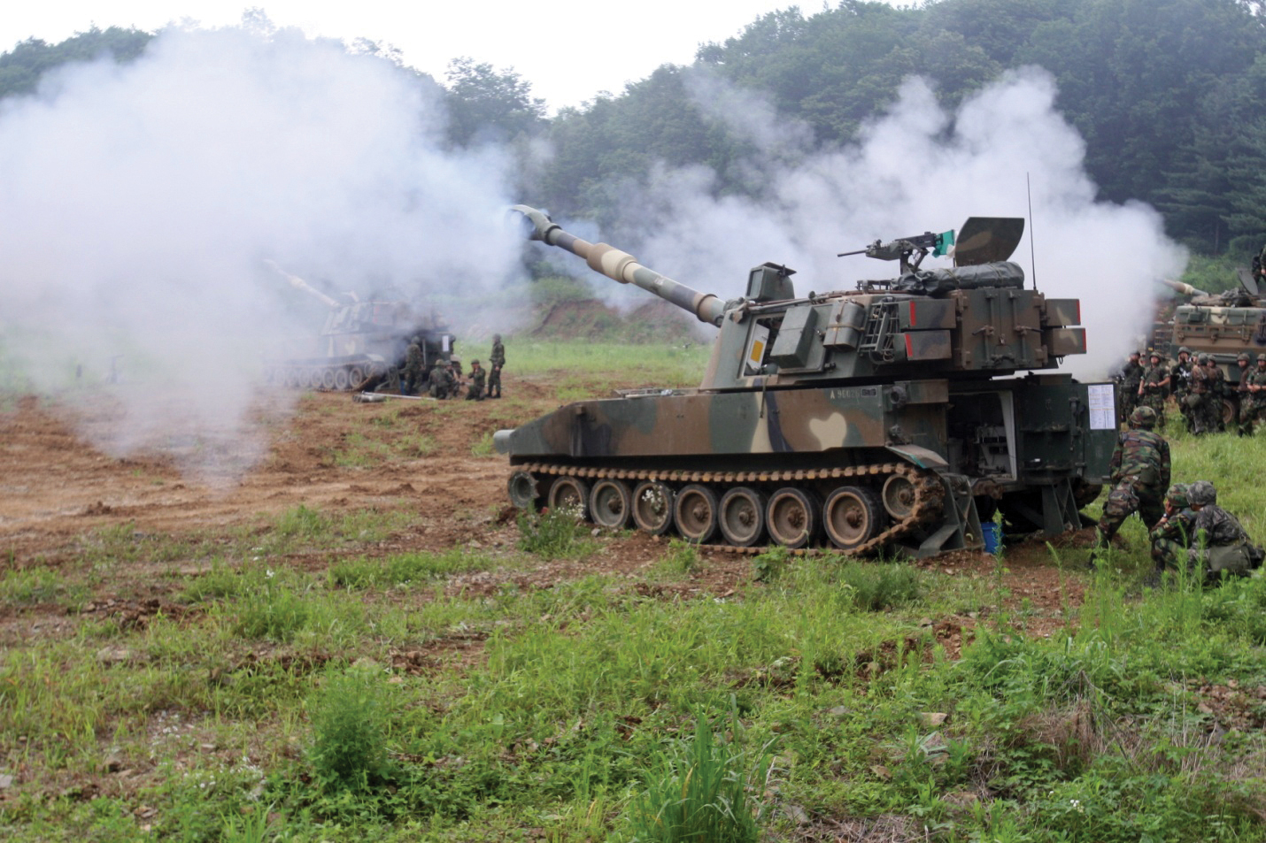 File:South Korean M109 howitzers in July 2012.jpg ...
