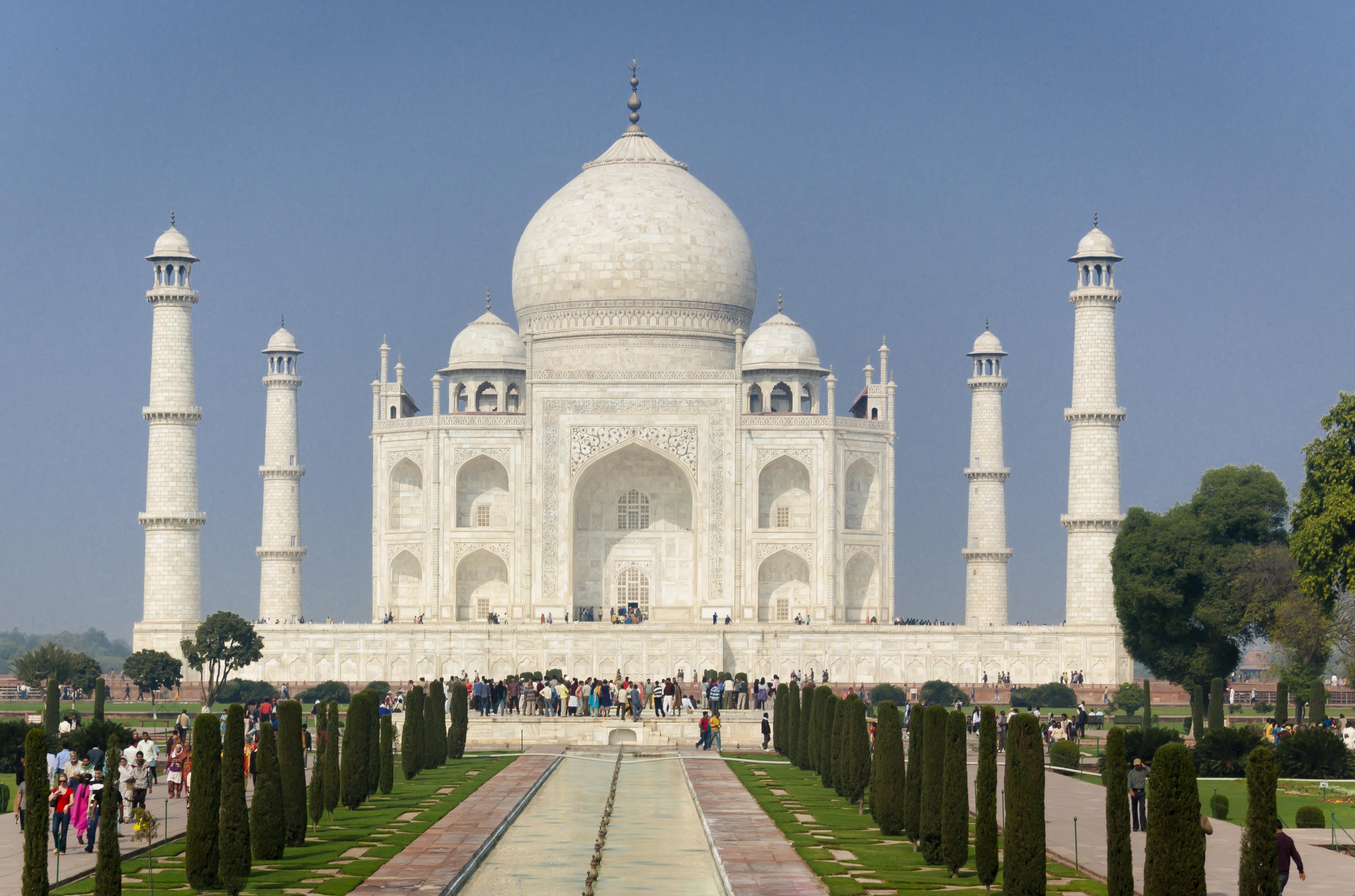 Hat hónap után újra megnyitották a Tadzs Mahalt